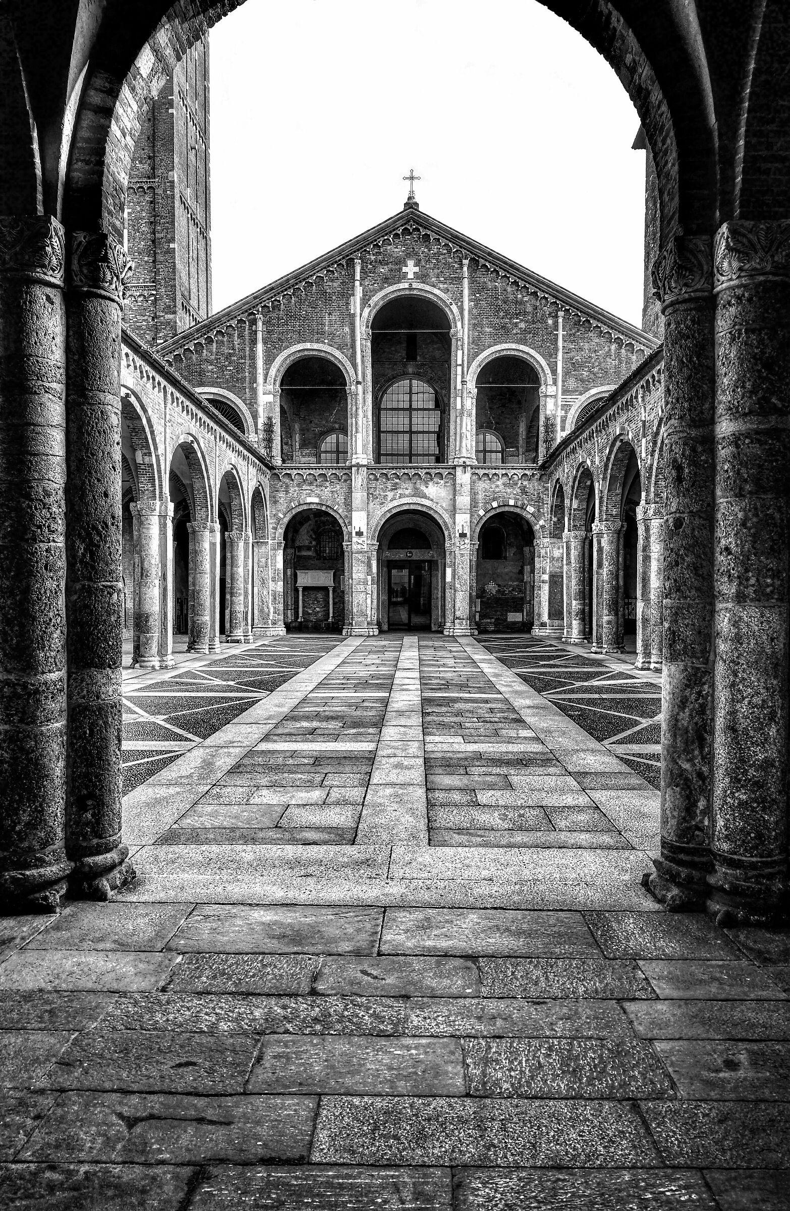 Milano. Basilica di Sant'Ambrogio....