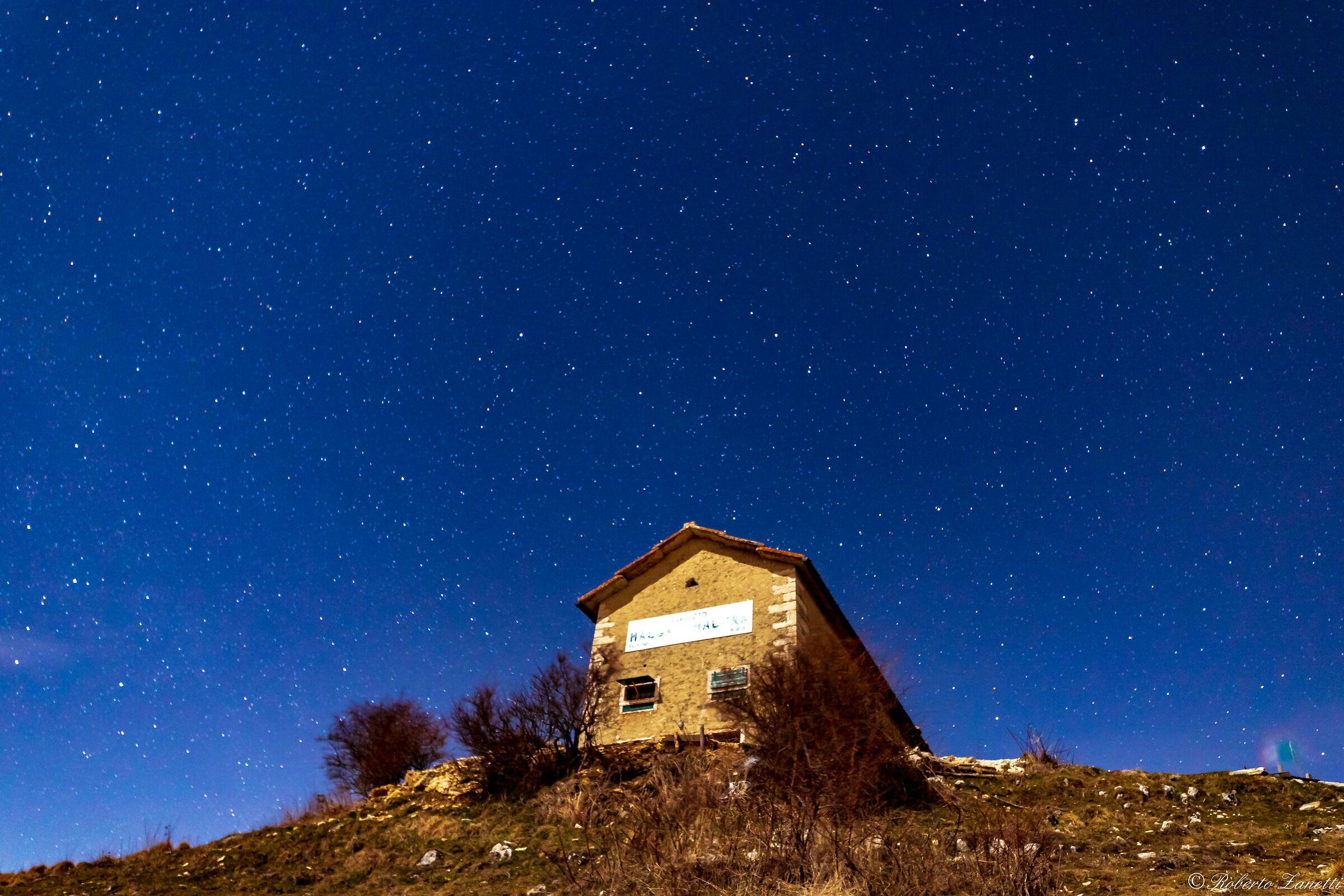 Refuge Hut Malera ...