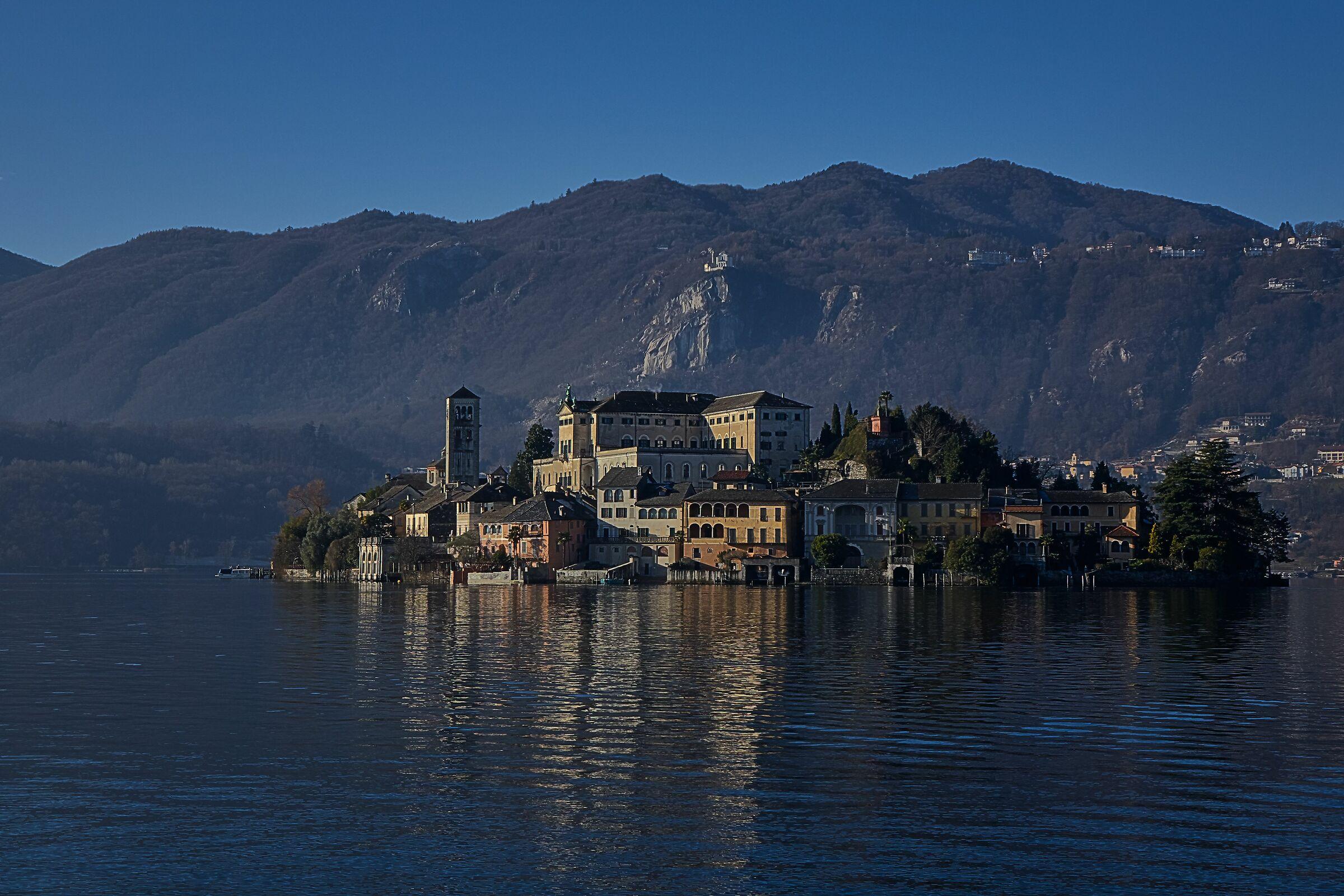 Island of San Giulio dall'imbarcadero di Orta...