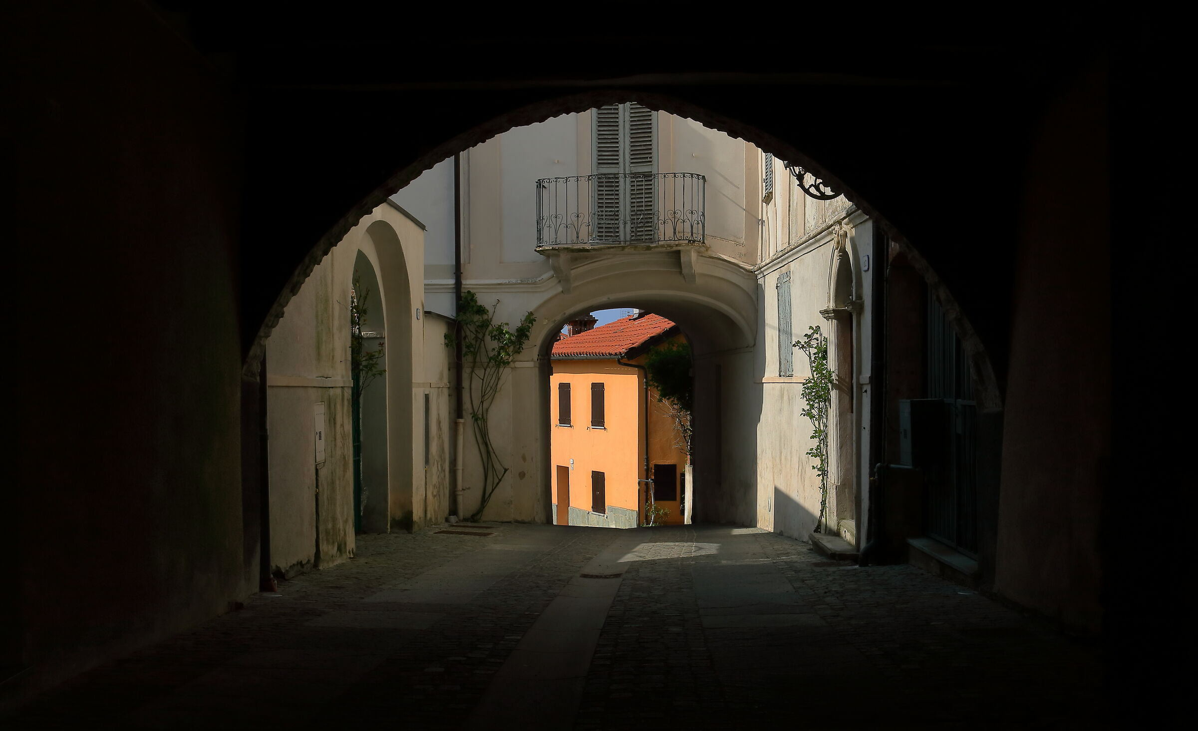 Through the streets of Bossolasco (CN)...