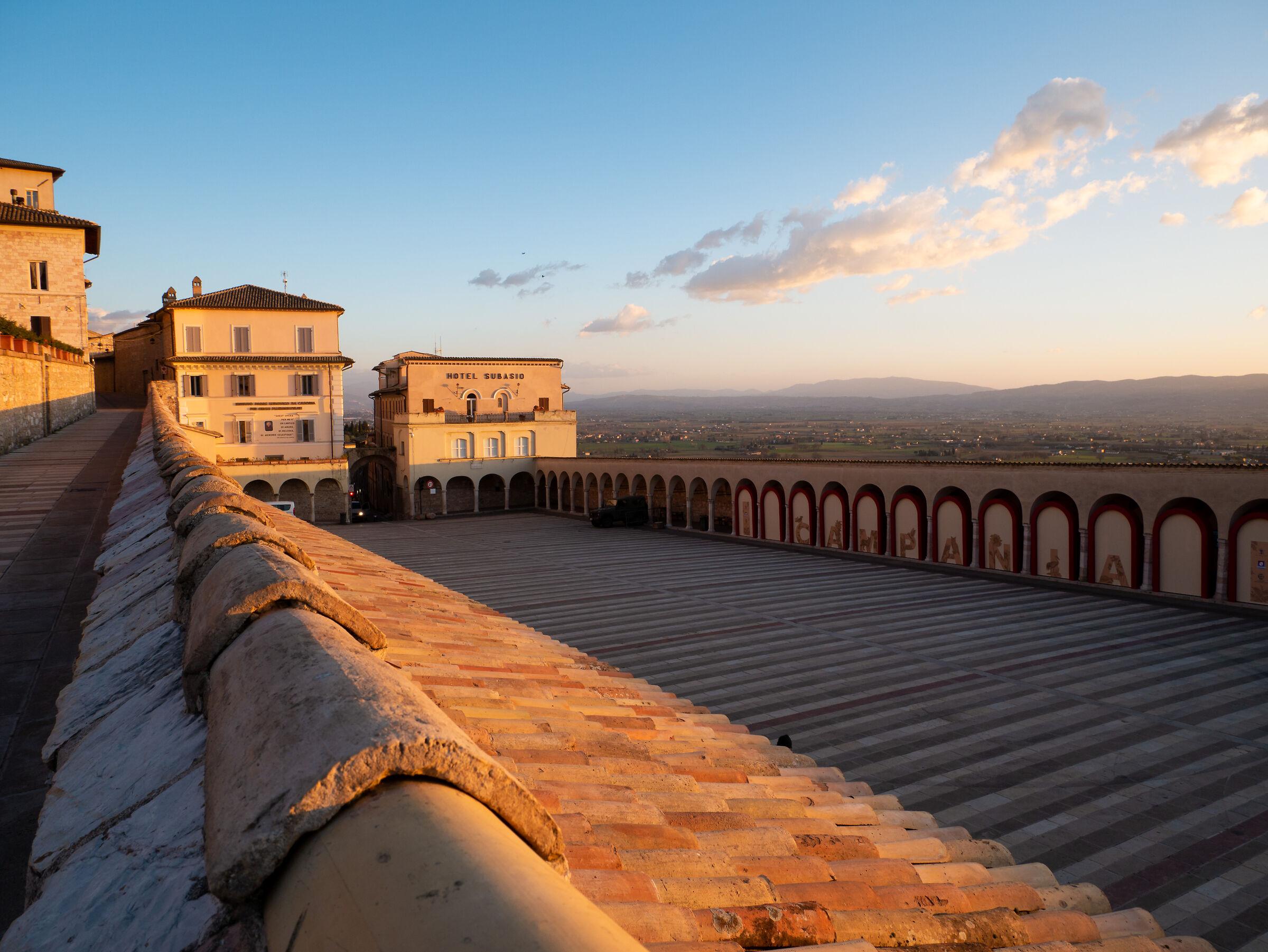 Vista dalla Basilica di S. Francesco di Assisi...