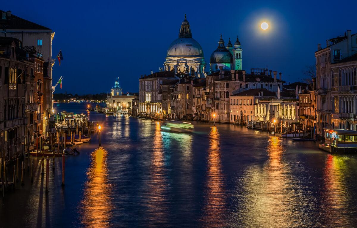 Venice in evening dress ...