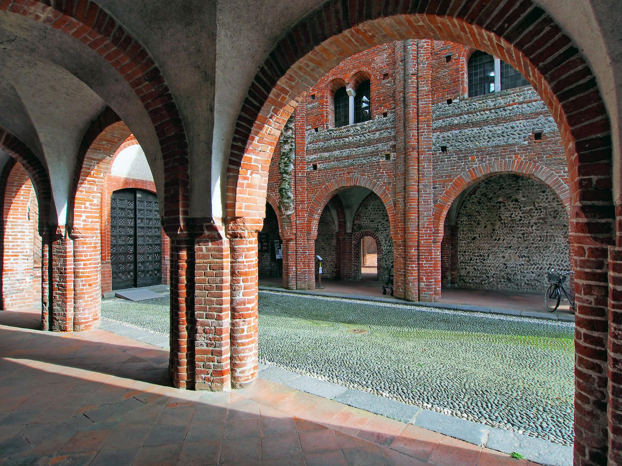 Abbazia dei Santi Nazario e Celso (nartece)...