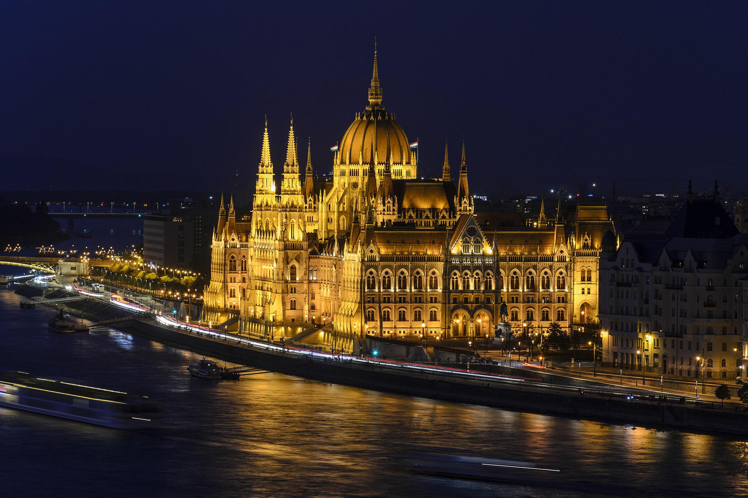 Night Budapest Parliament...