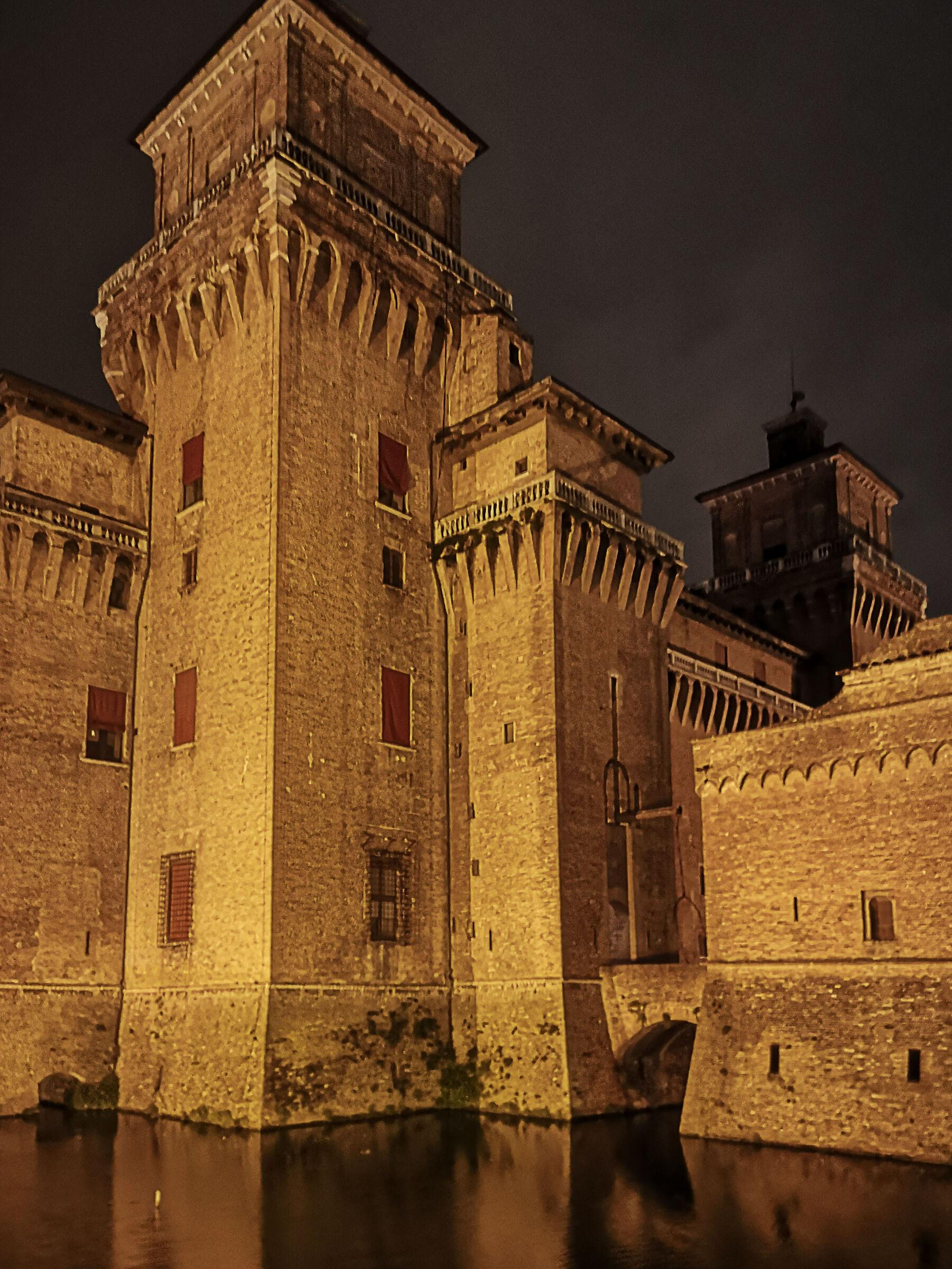 Ferrara-Castello Estense...