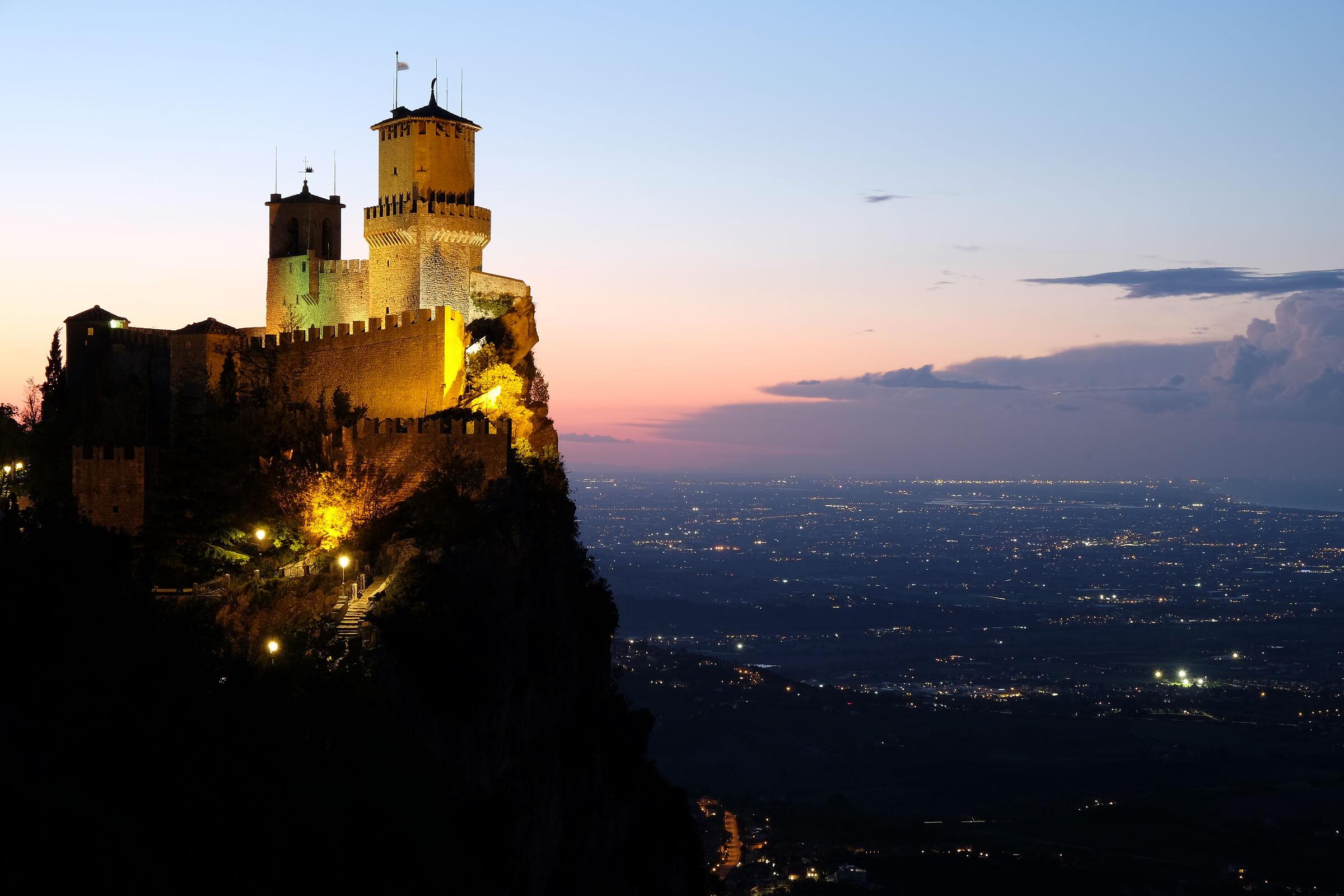 Night falls on San Marino...