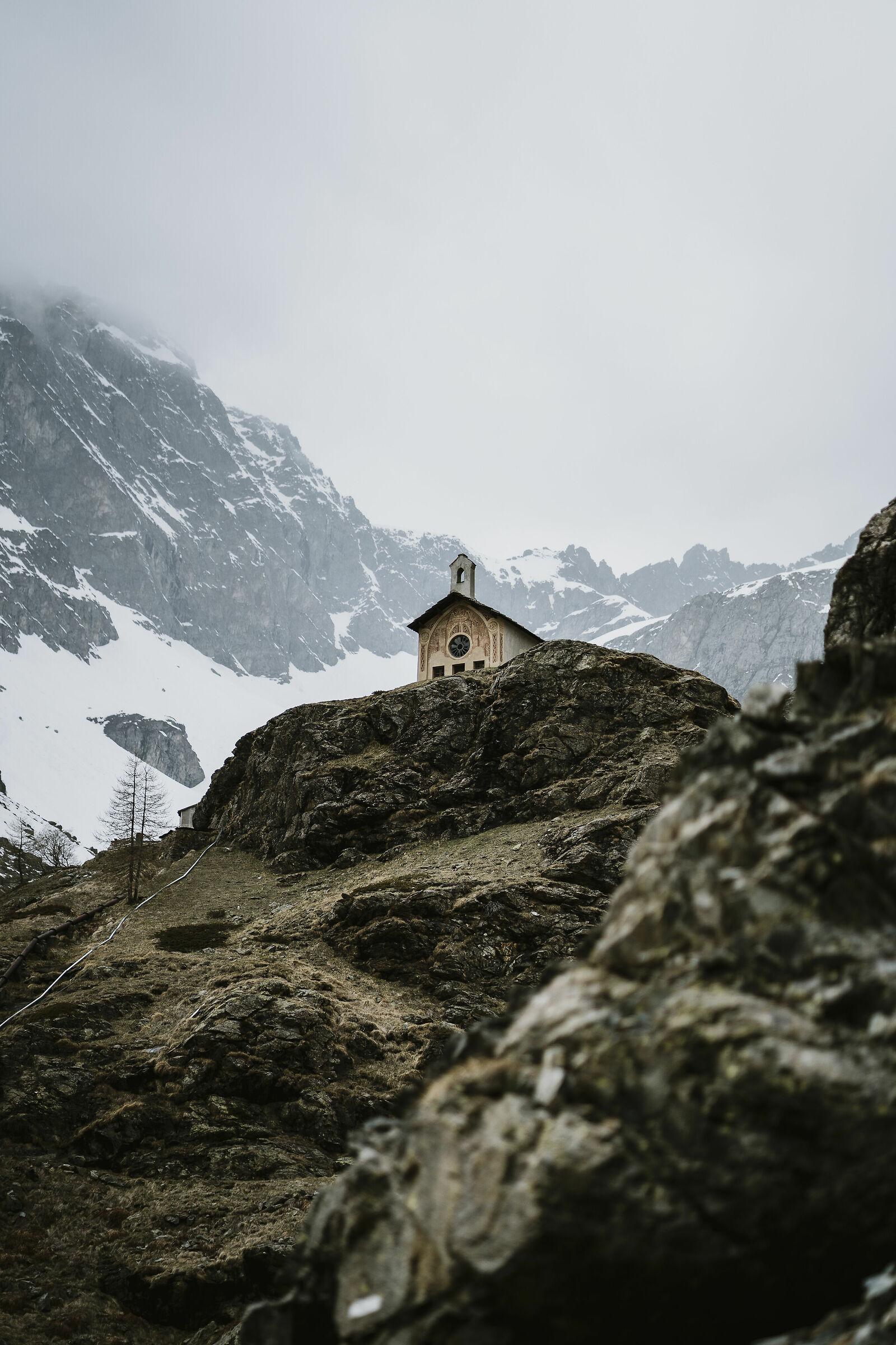 La chiesetta solitaria...
