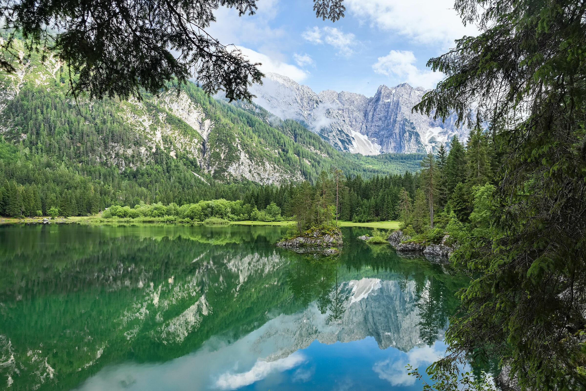 Riflessi al lago superiore di Fusine...