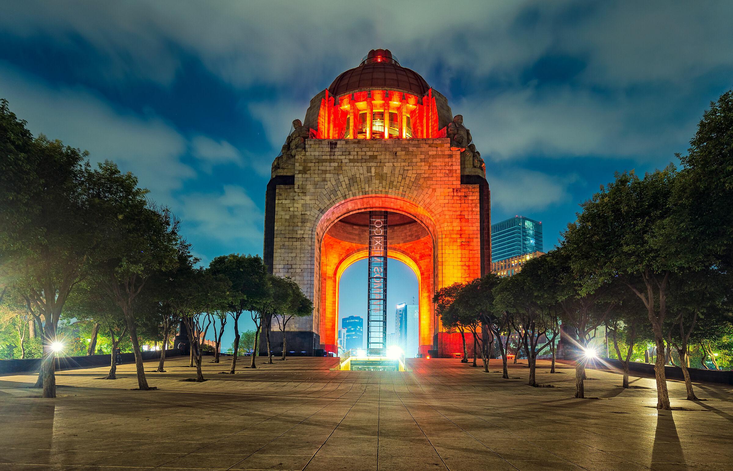 Monumento a la Revolucion...