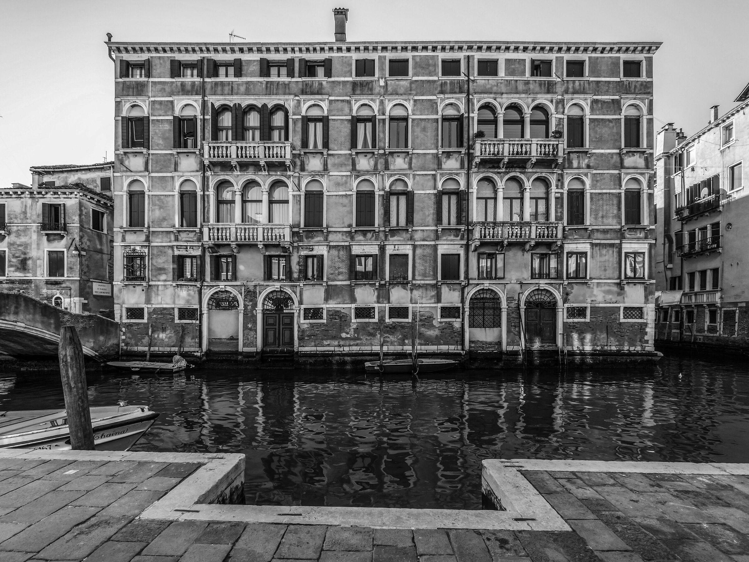 Palazzo settecentesco sul Rio della Misericordia - 5...