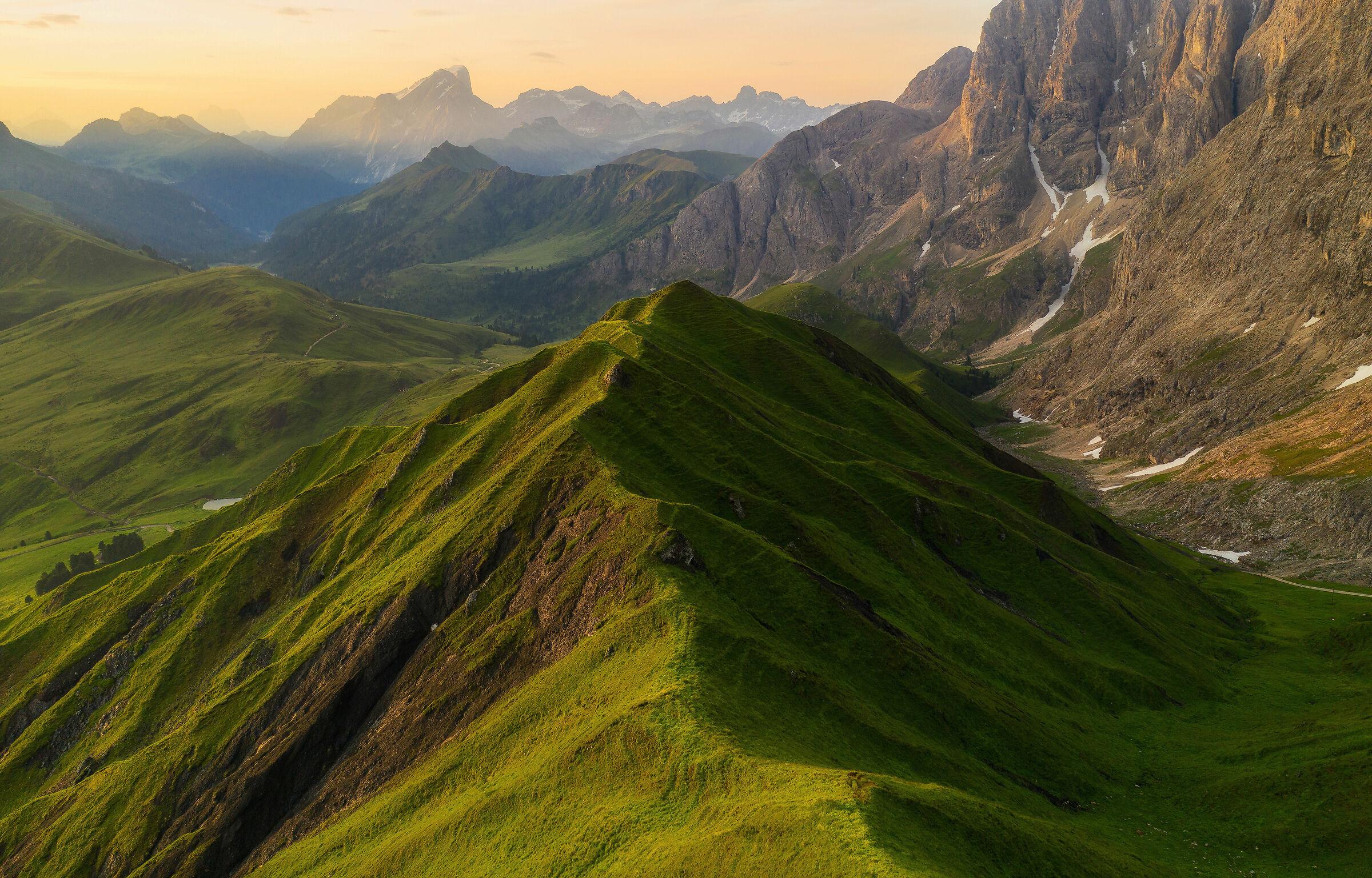 Veduta aerea della valle delle Dolomiti...
