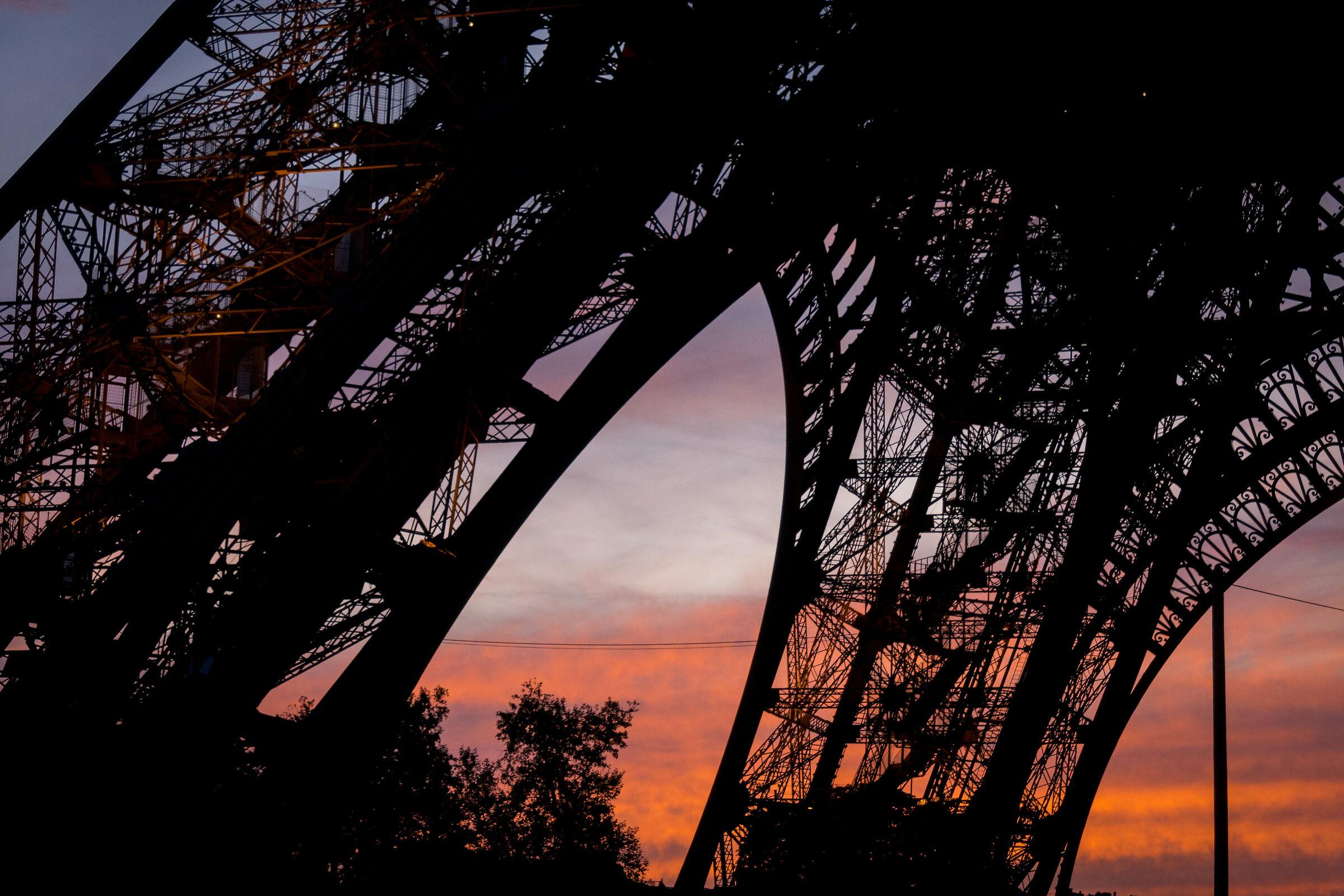 Coucher de soleil sur la tour eiffel...