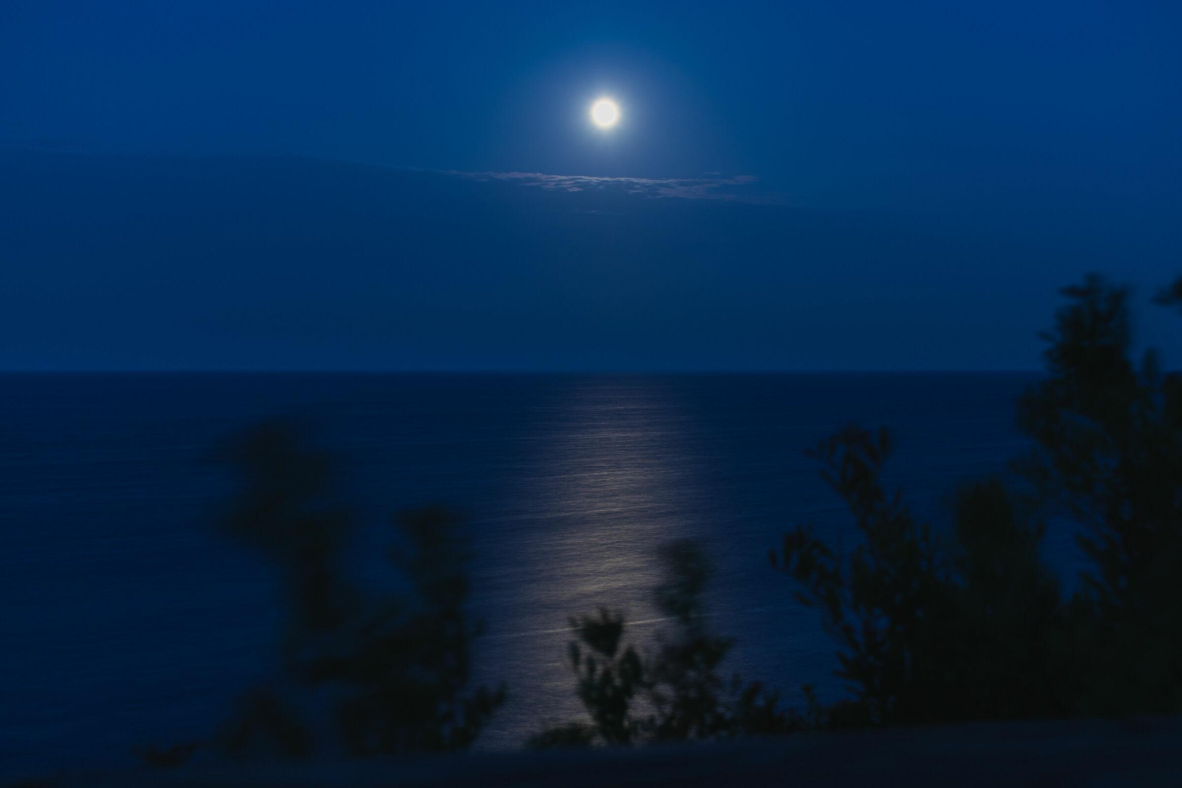 The moon seen from otranto...