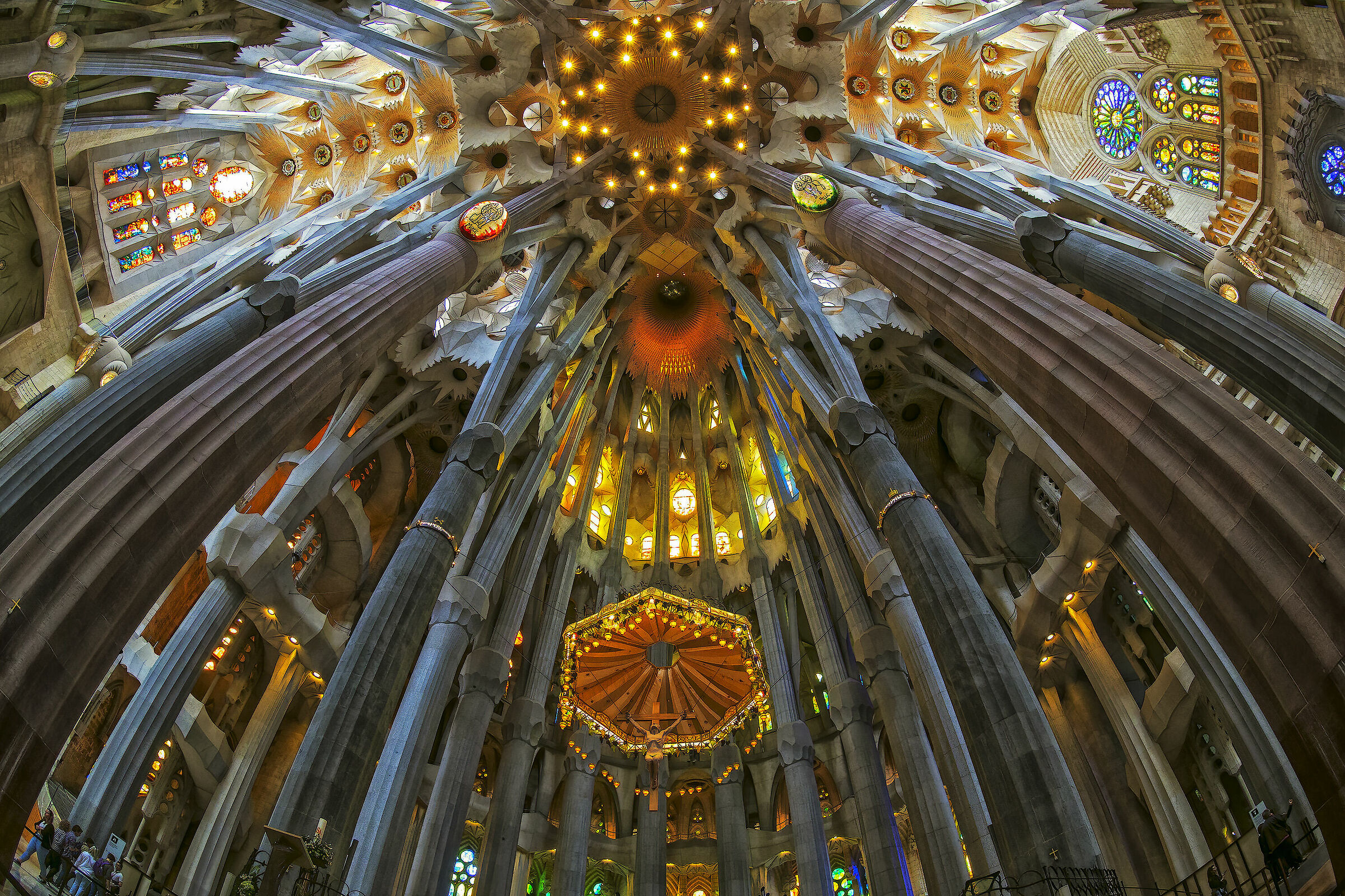 Interno Sagrada Familia...