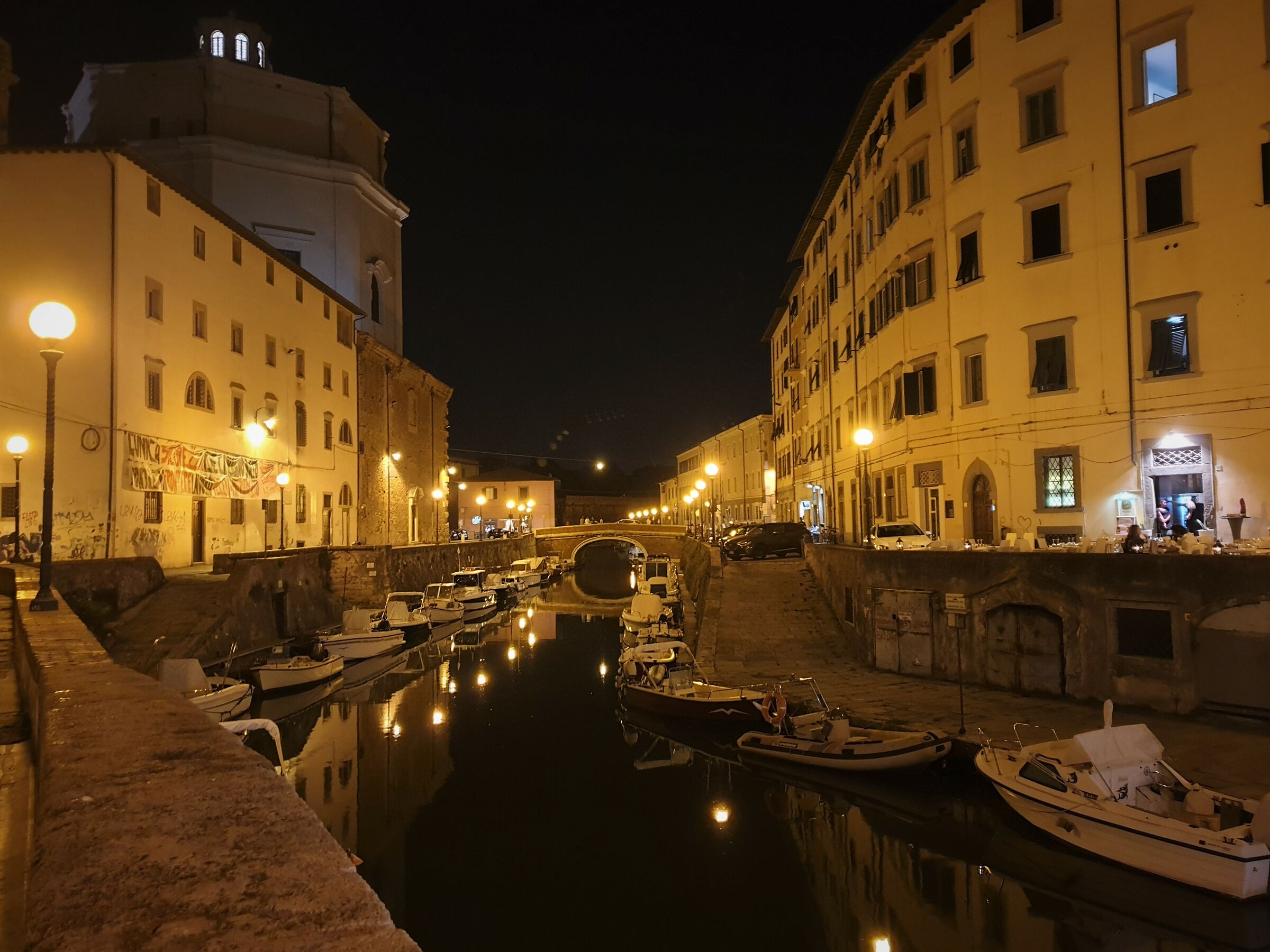 a walk in the canals of livorno...