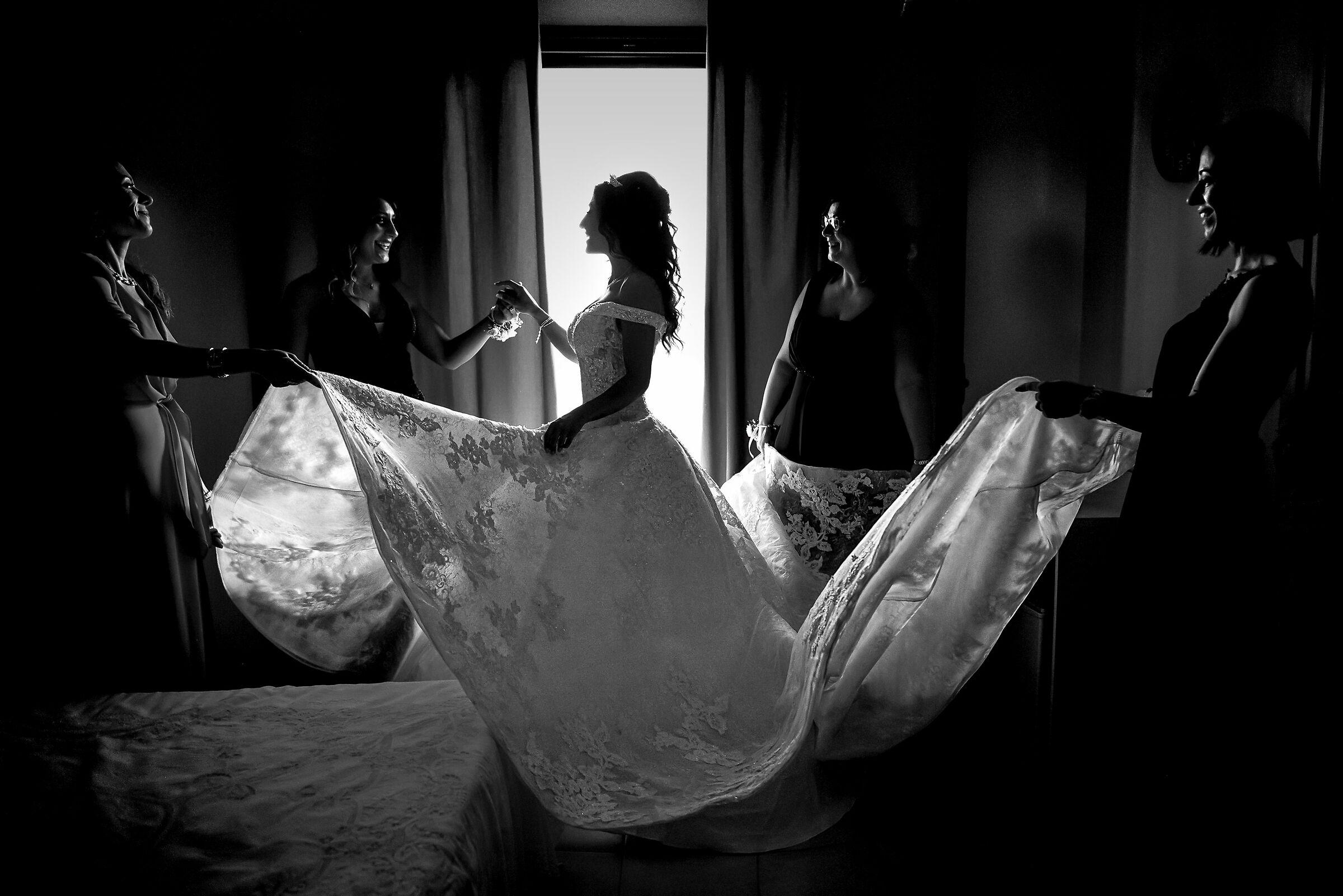 Vestendo la sposa...