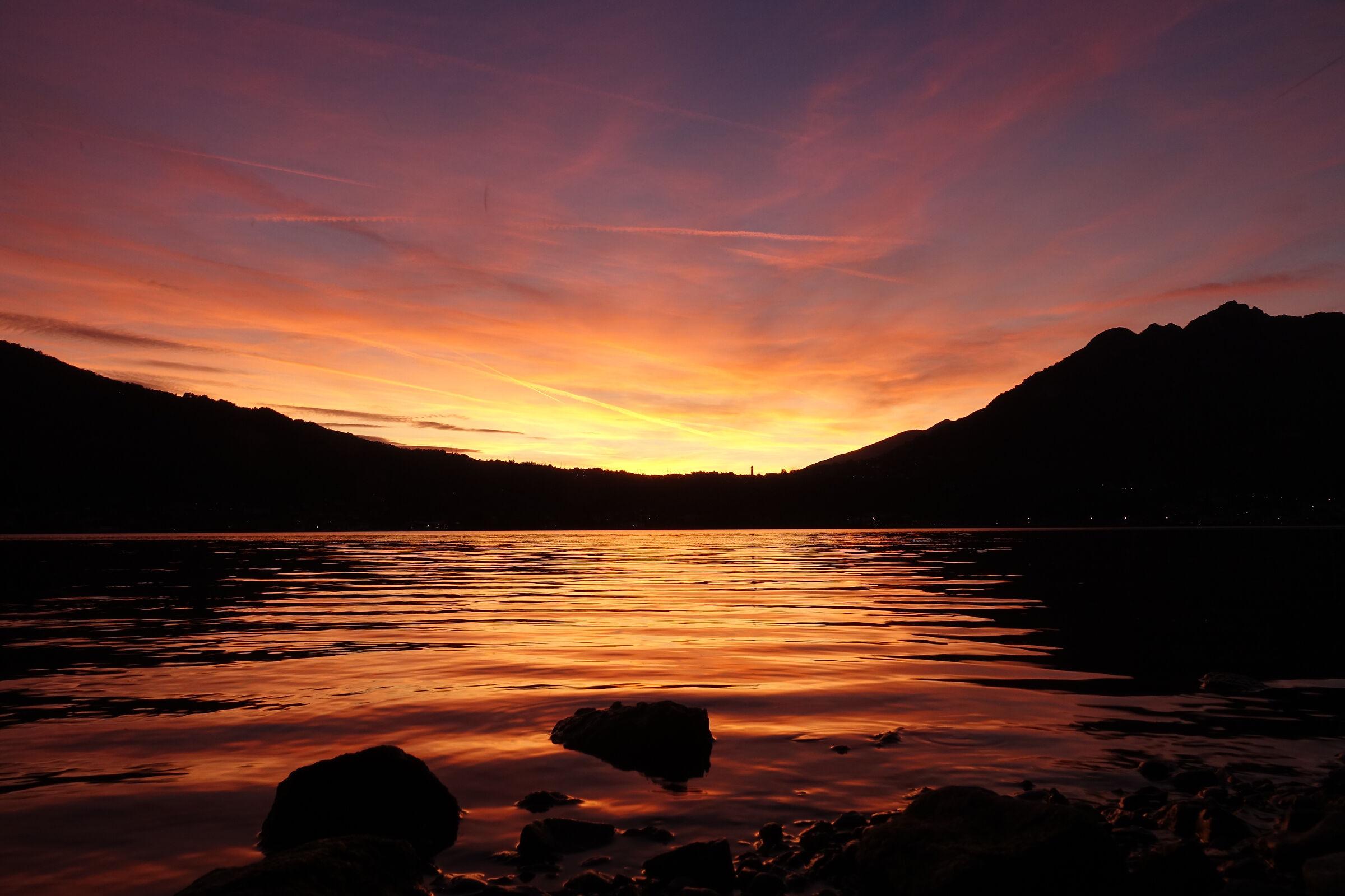 tramonto autunnale sul lago di Garlate...