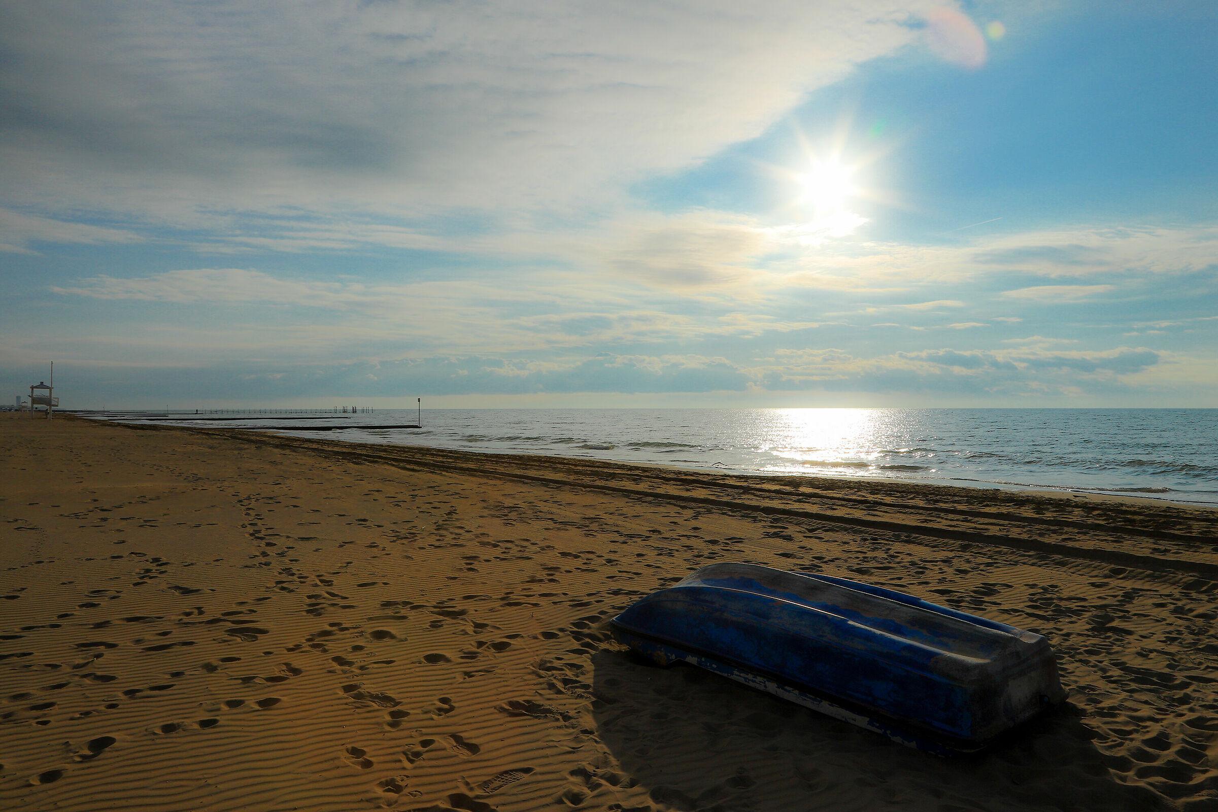 Abbandonata in riva al mare...
