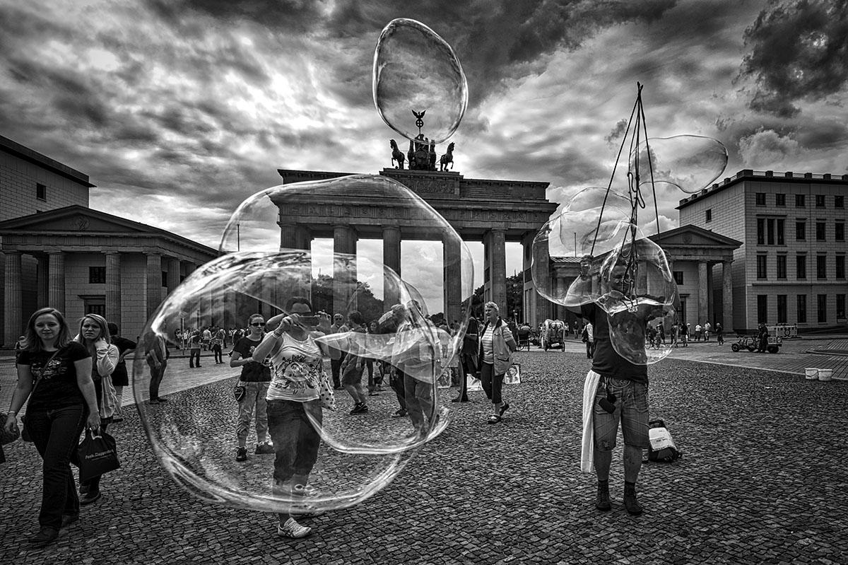 Balls at Brandenburger Tor...