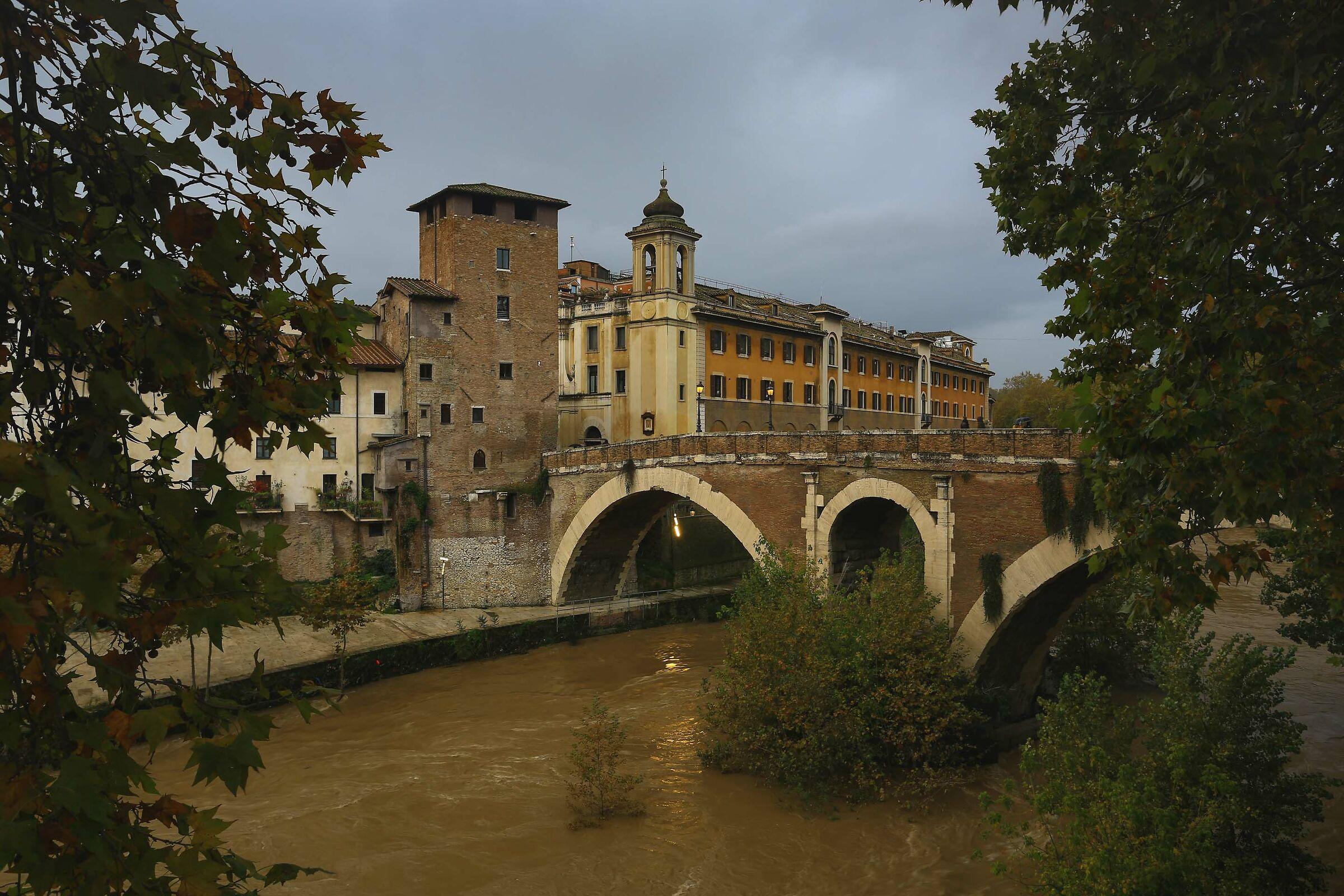 Cestio Bridge ...