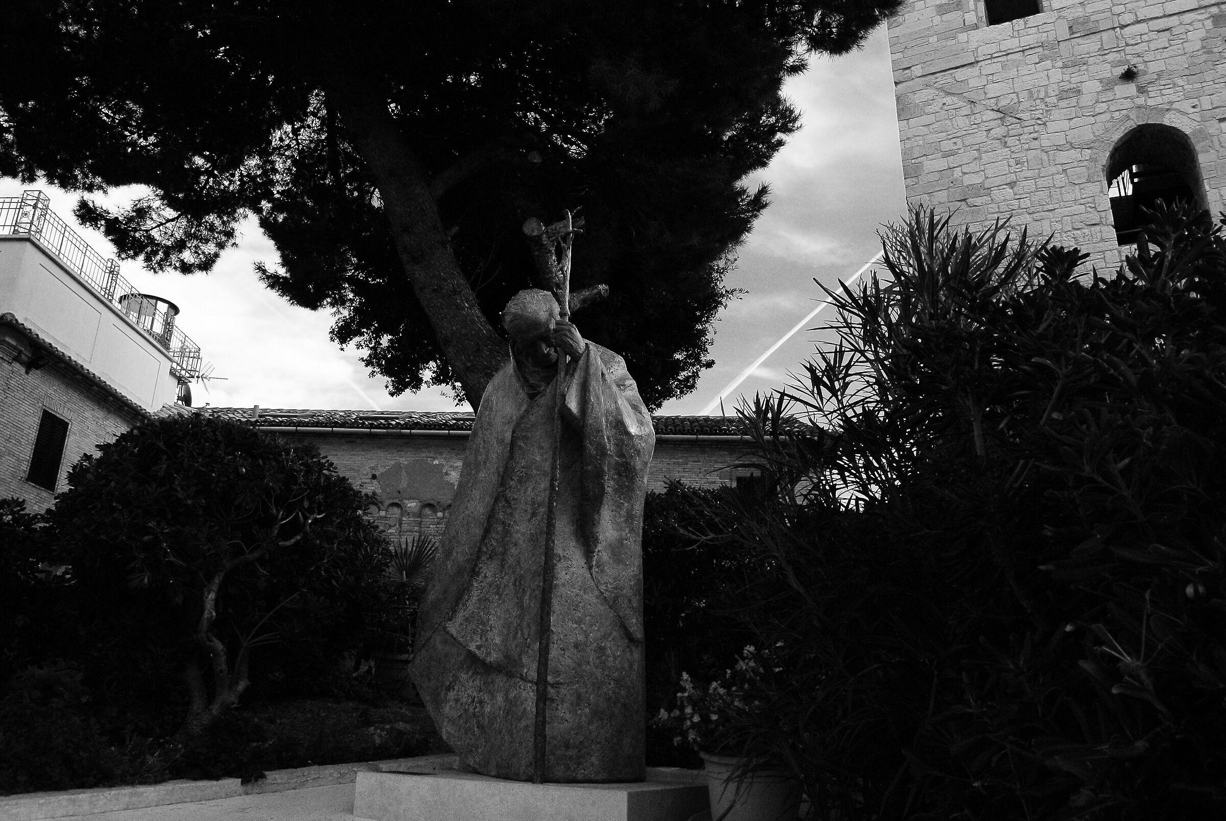 Monumento a San Giovanni Paolo II...