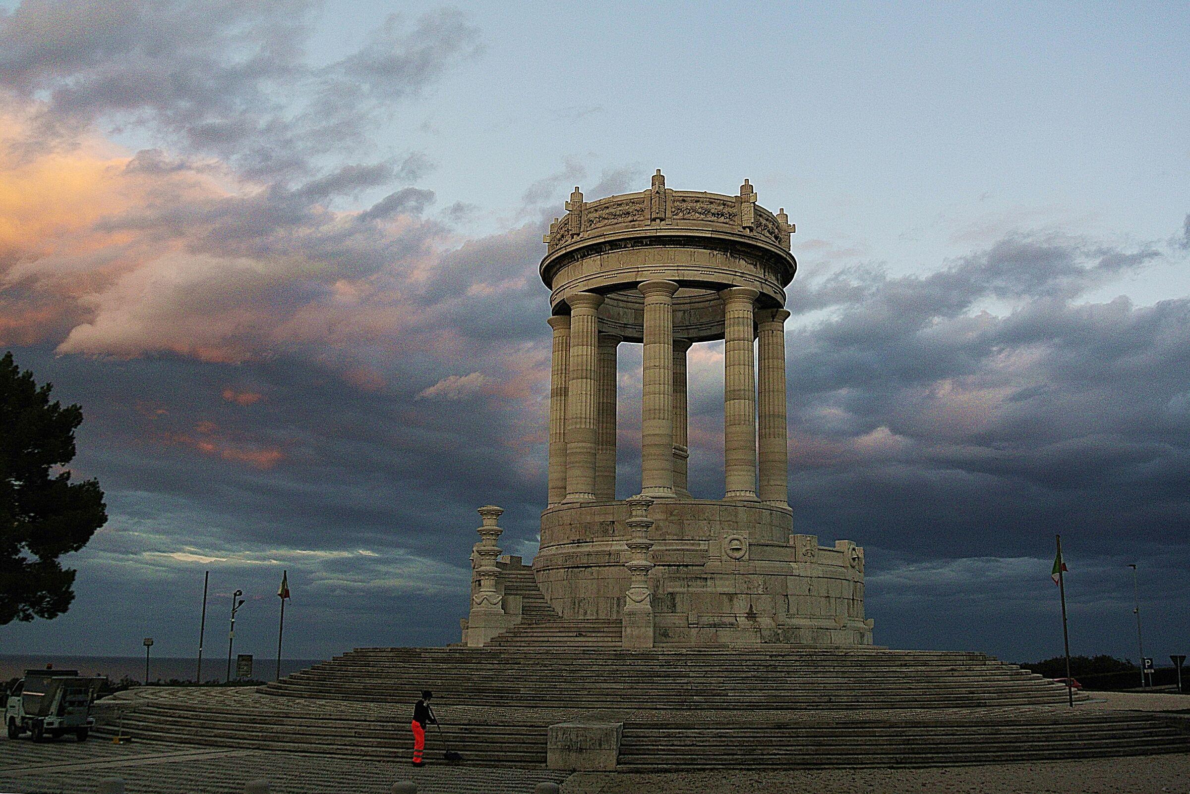 AN_monumento_01 B...