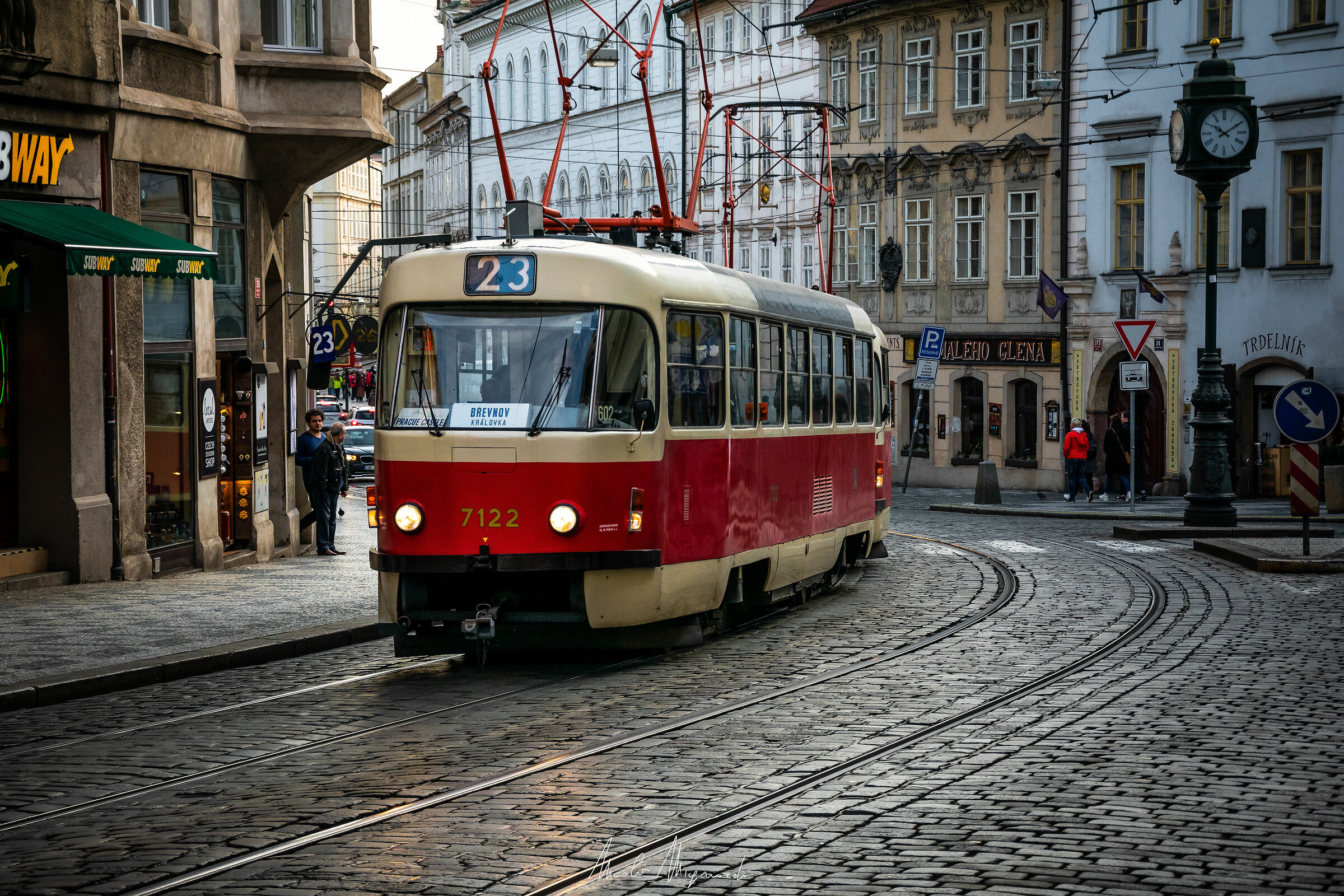 Tram 23...