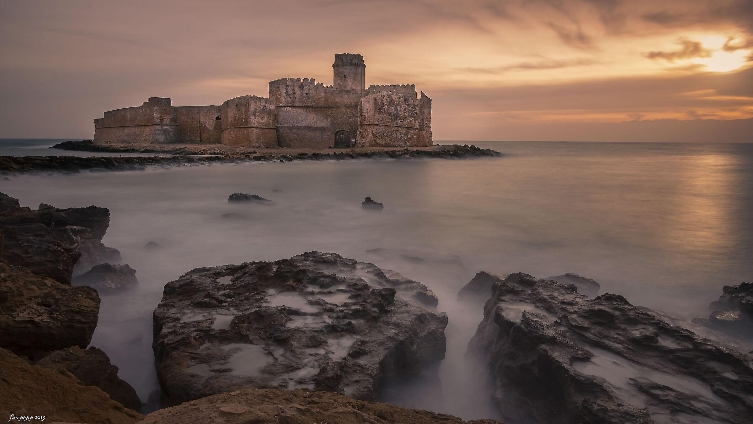 Aragonese Castle at Le Castella KR...