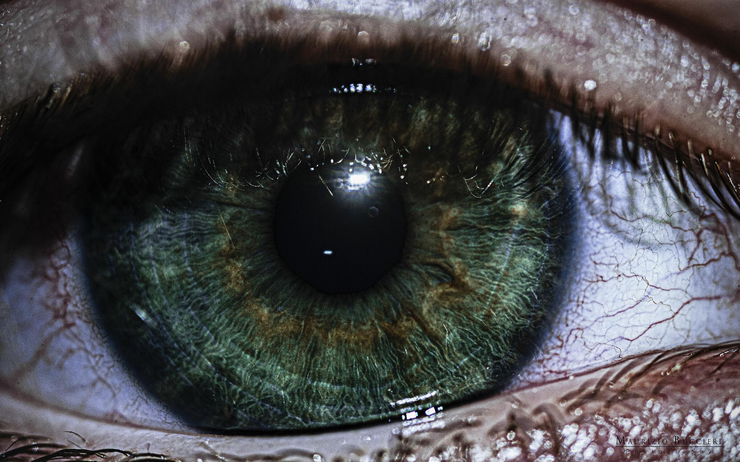 green eye...