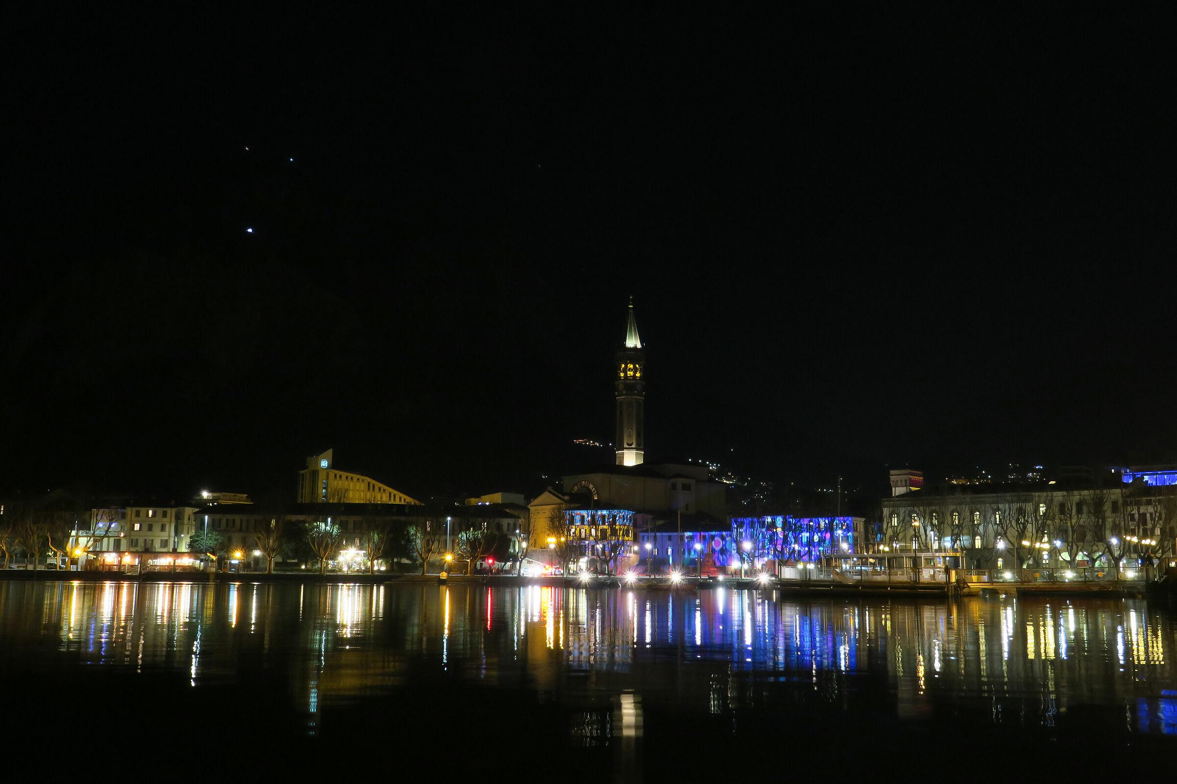 Lecco, colori notturni nella serata dell'Epifania 2...