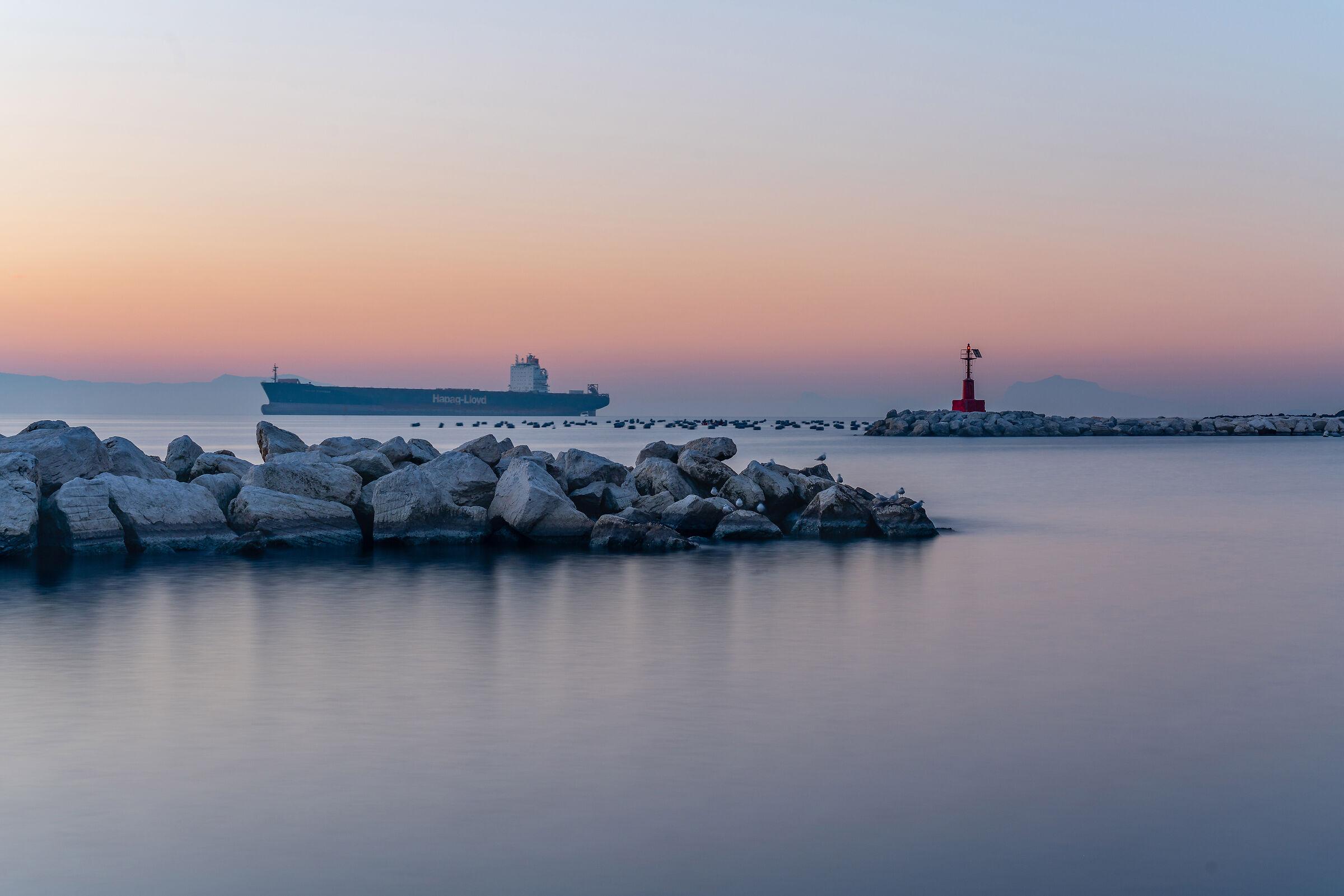 Alba e Foschia sul Golfo di Napoli...