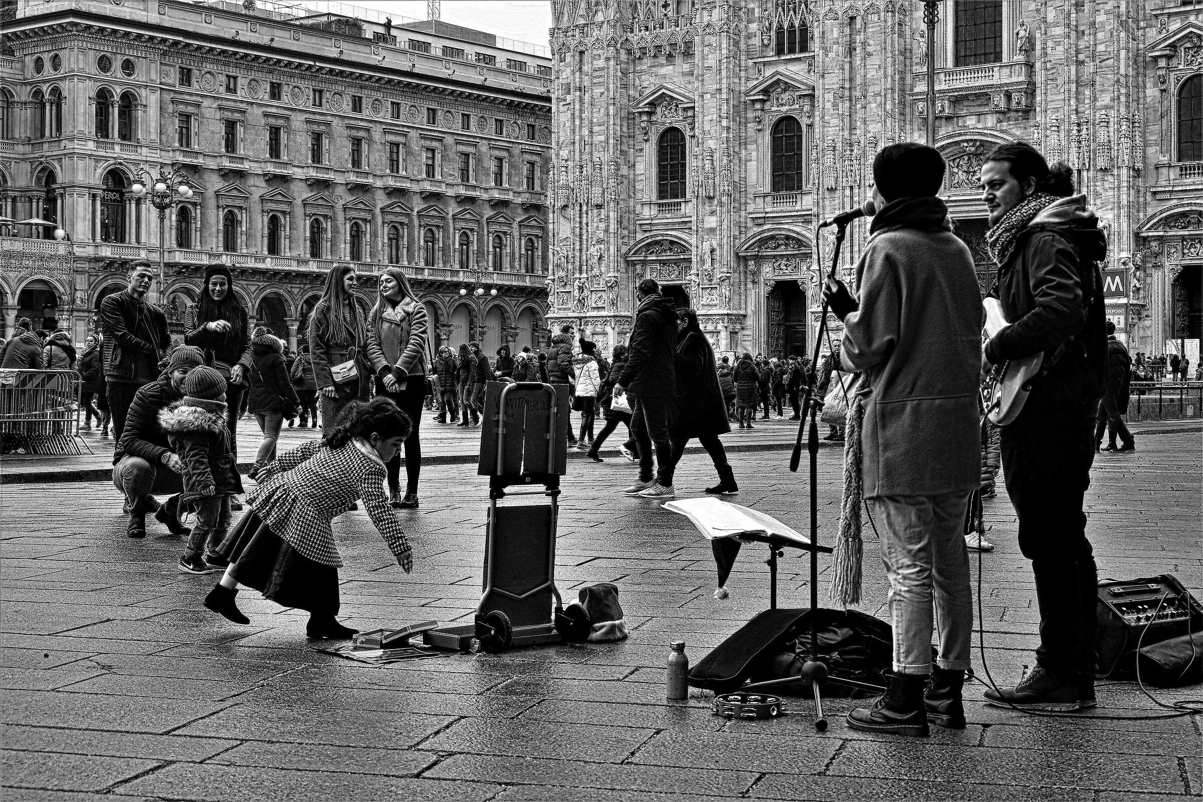Milan is... a generous little girl!...