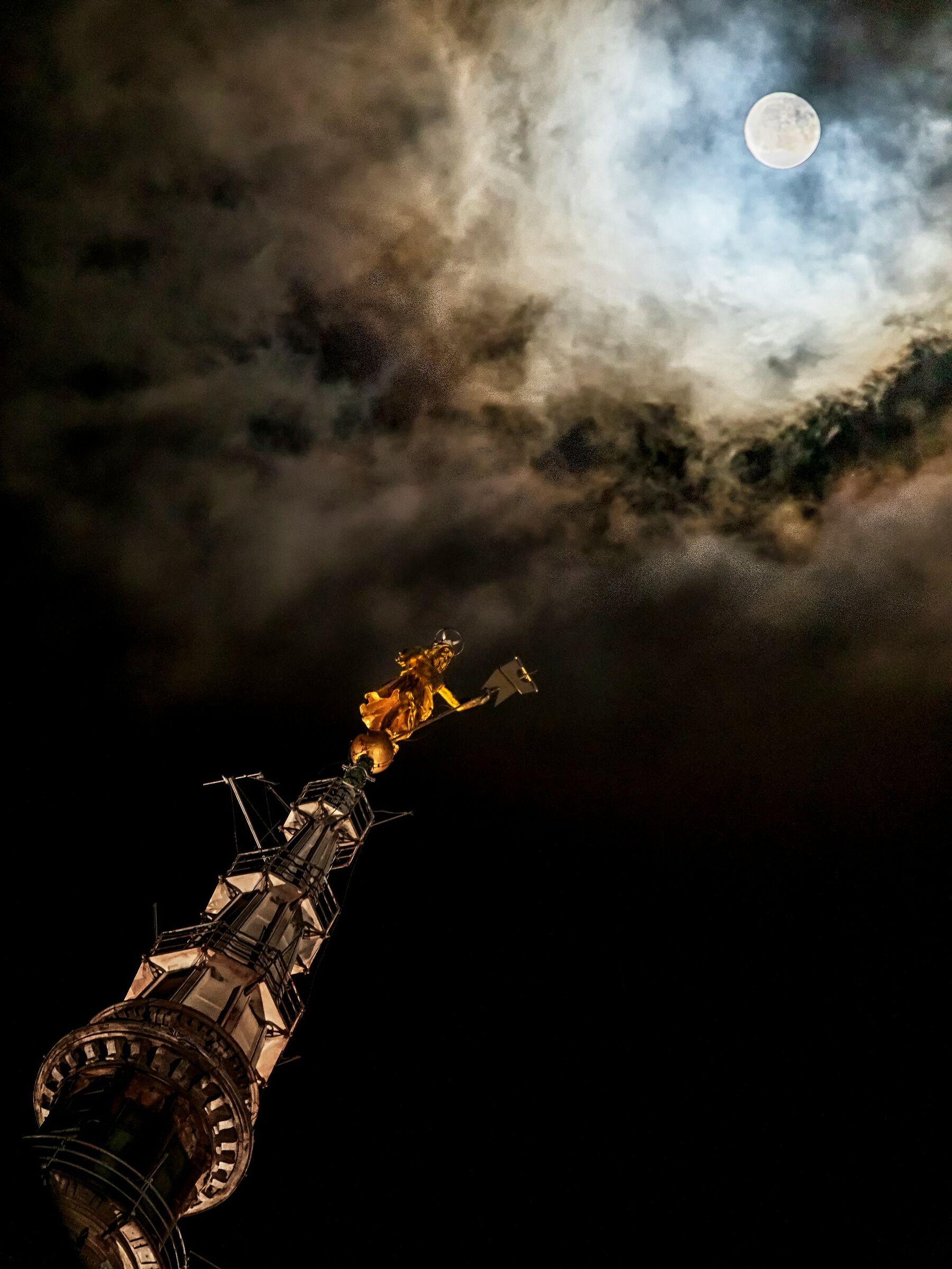 Notte di luna piena a Novara...