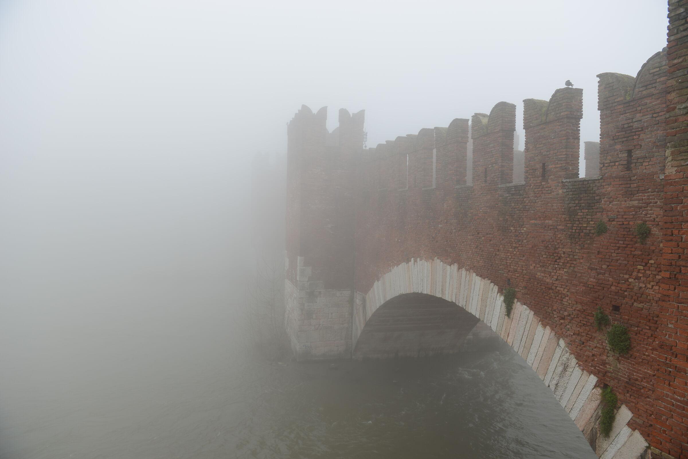 Ponte nella nebbia...