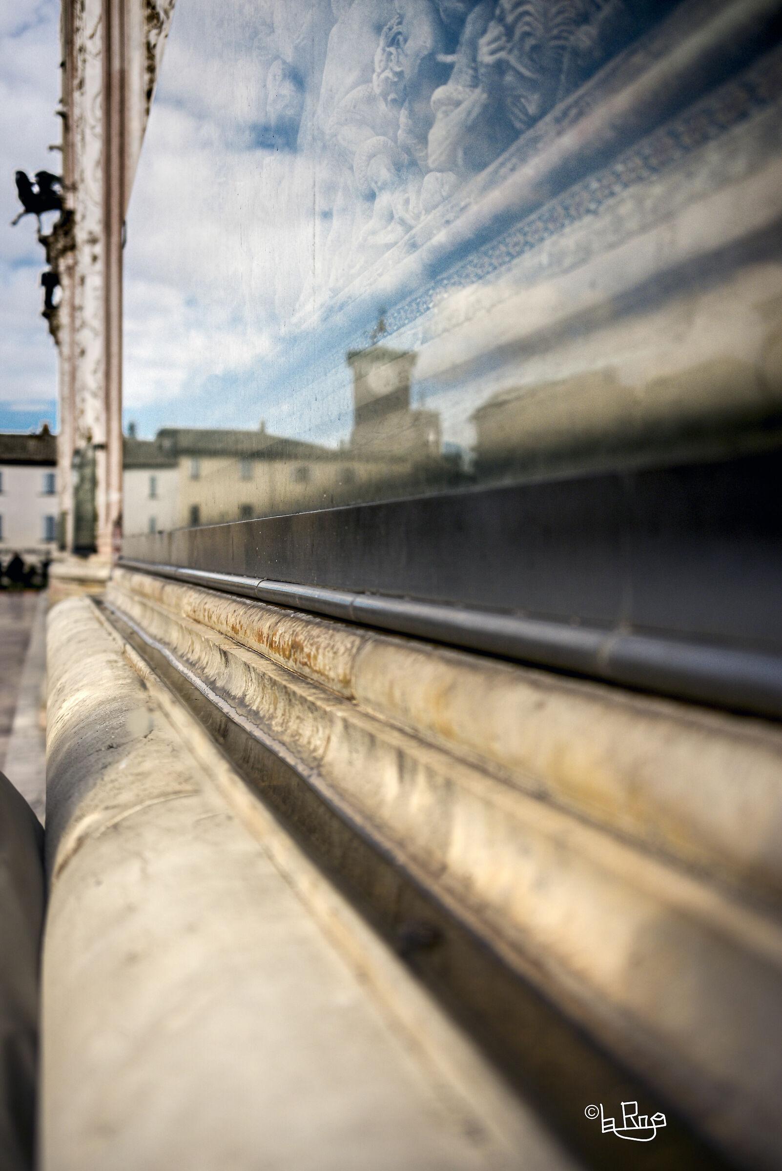 Riflessi urbani sul Duomo di Orvieto...