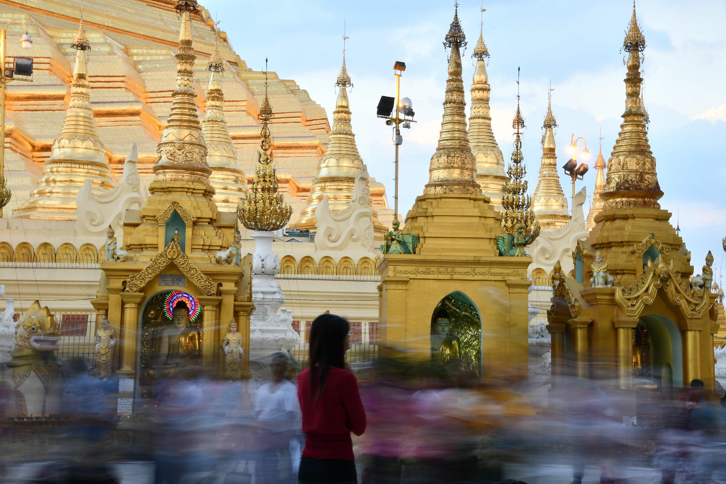 Waiting for sunset at The Shwedagon Pagoda...