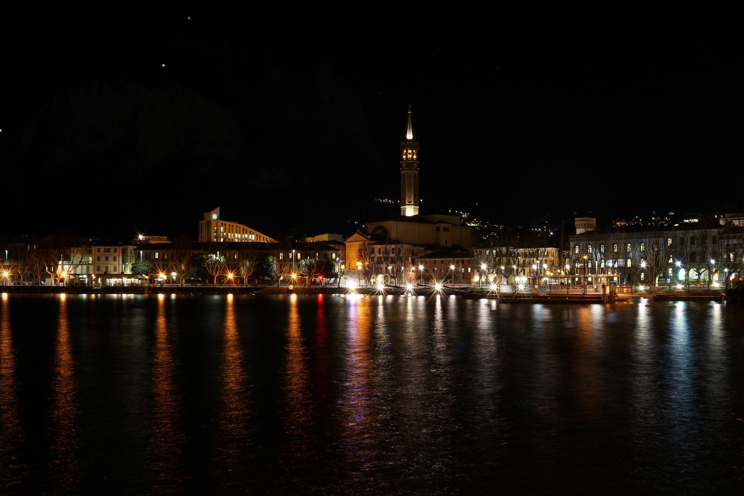 Lecco, winter night 2...