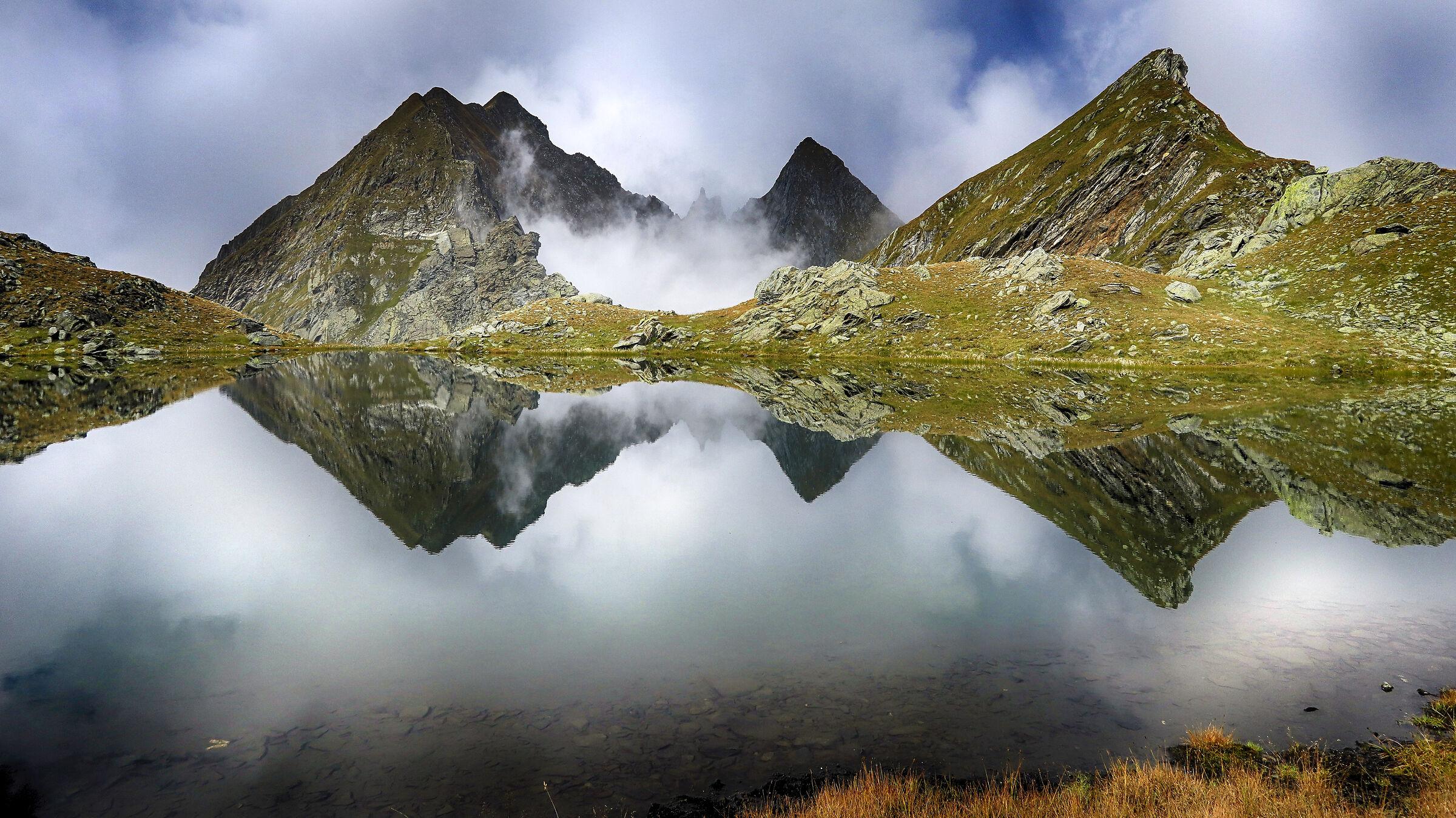 Lower Lake of Pyanei m.2330 - Antrona Valley...