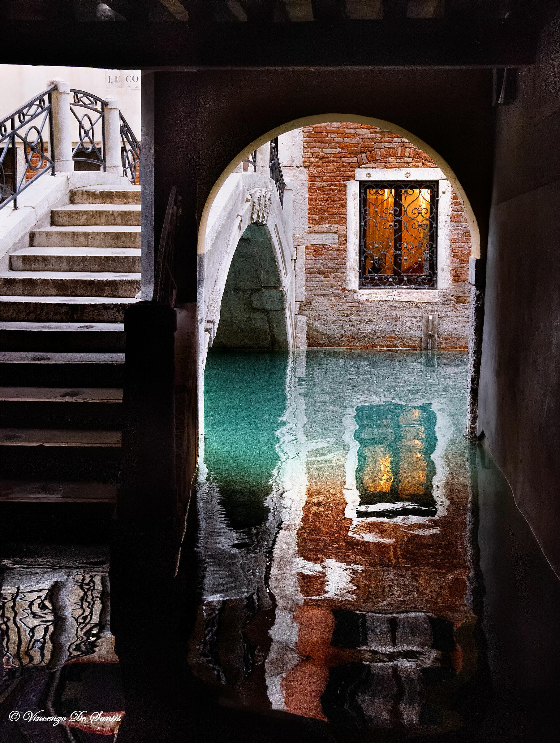 Venezia  Sottoportego Ponte de le Colonne...