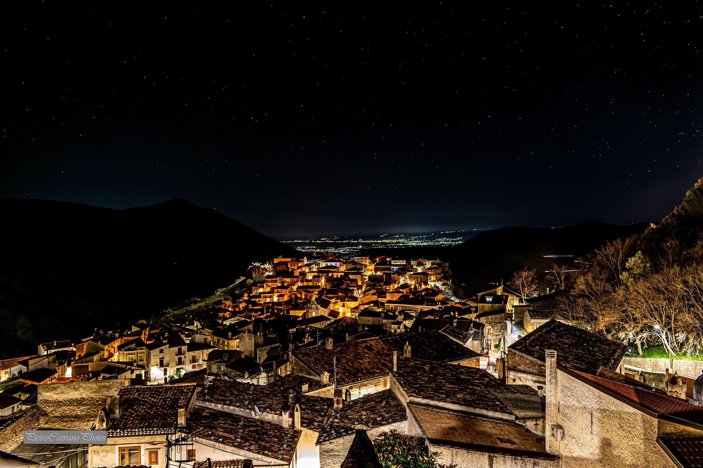 Civita (cs), veduta notturna sulla piana di Sibari...