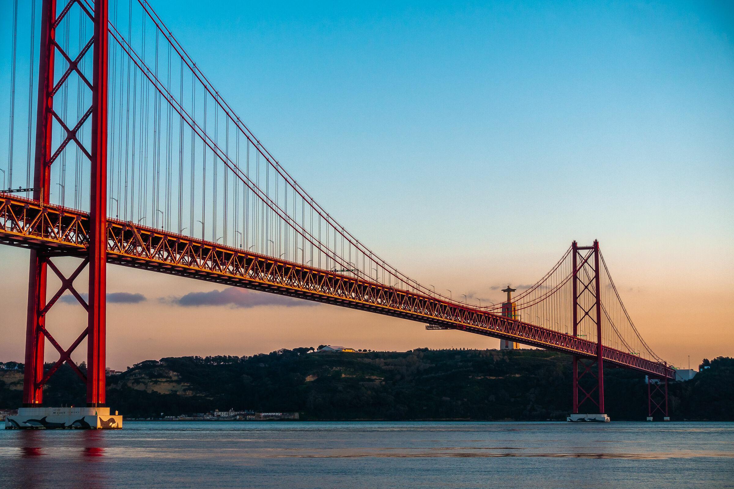 Bridge 25 de Abril...