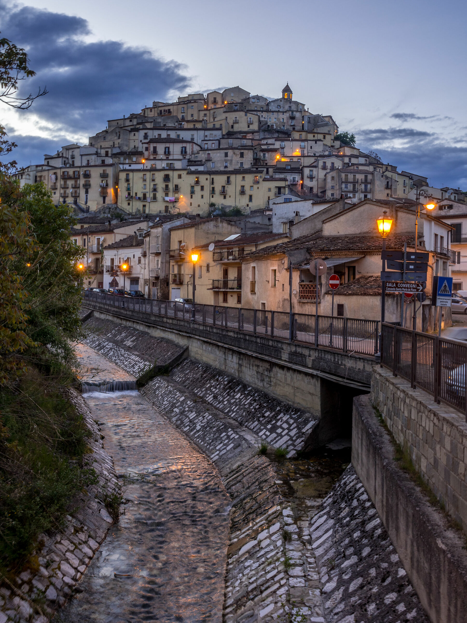 Calvello (village in the province of Power)...