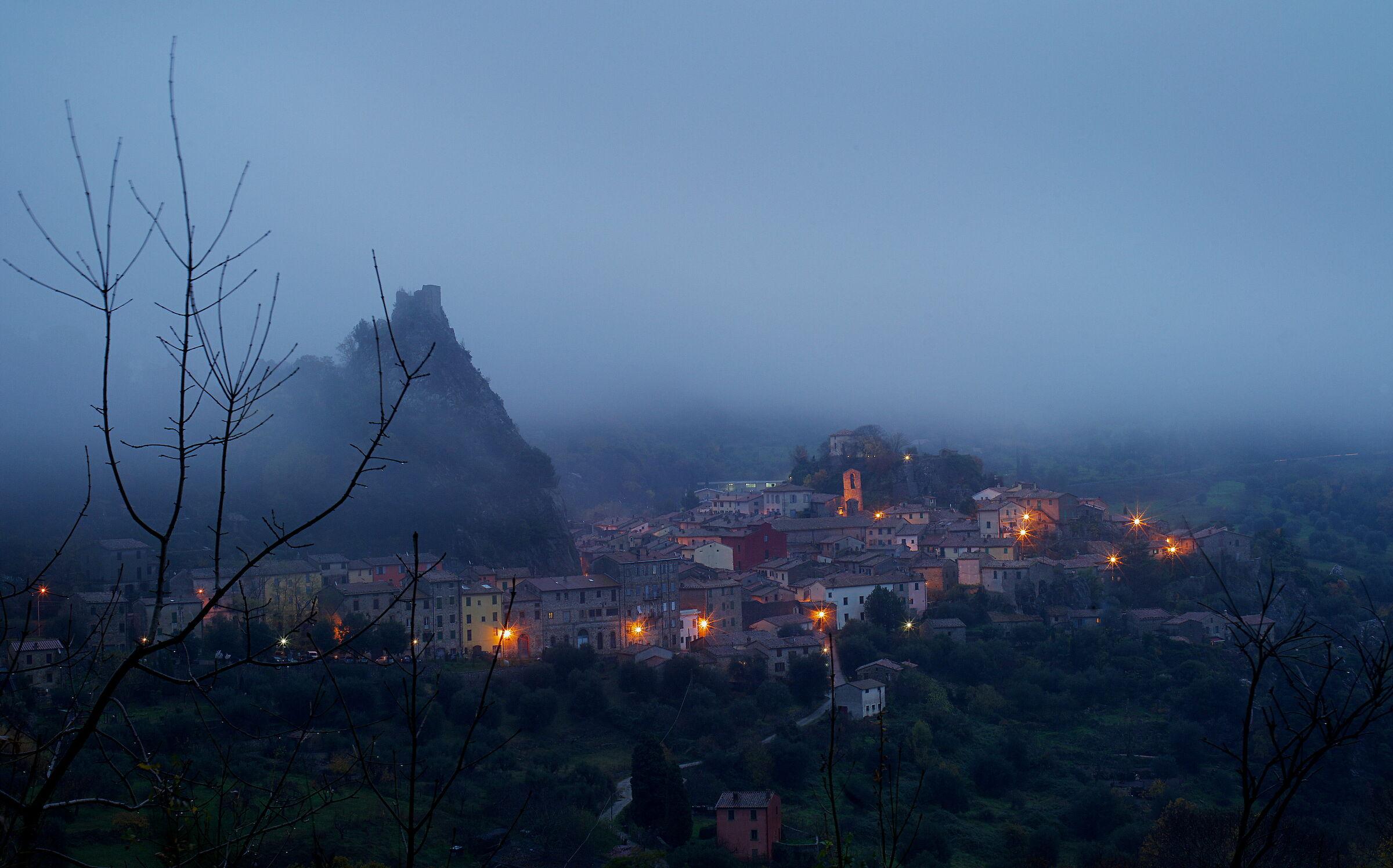 Roccalbegna in the fog ...