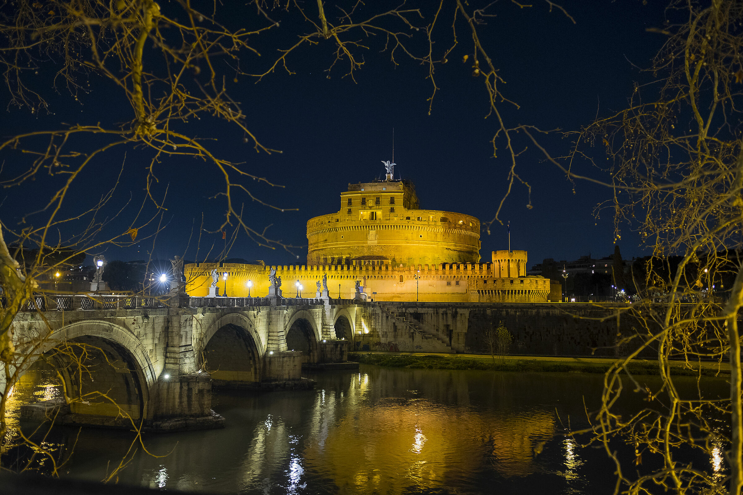 Castel Sant'Angelo by night ...