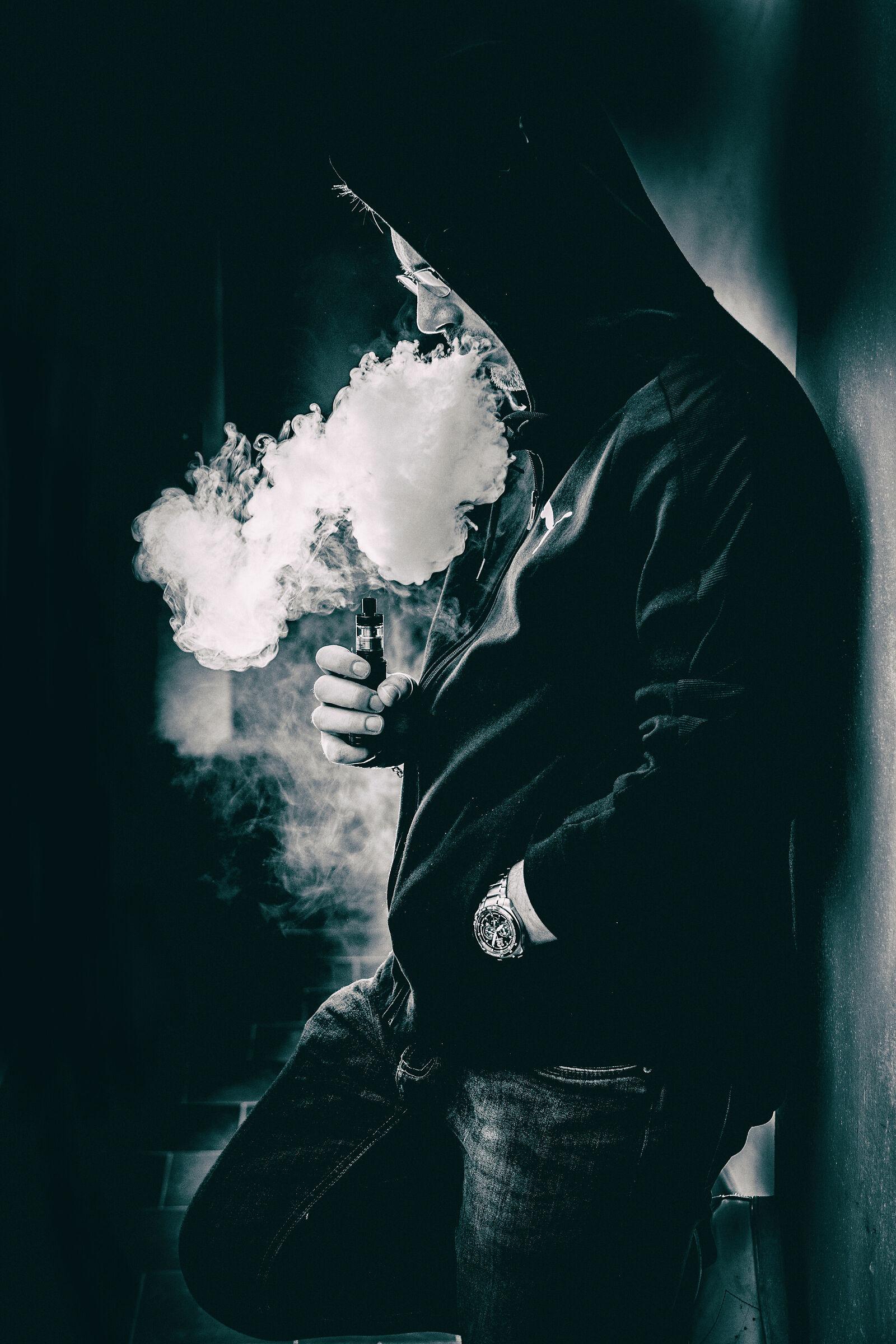 """""""Dicono che il fumo uccide. Ma la vita mica scherza.""""..."""