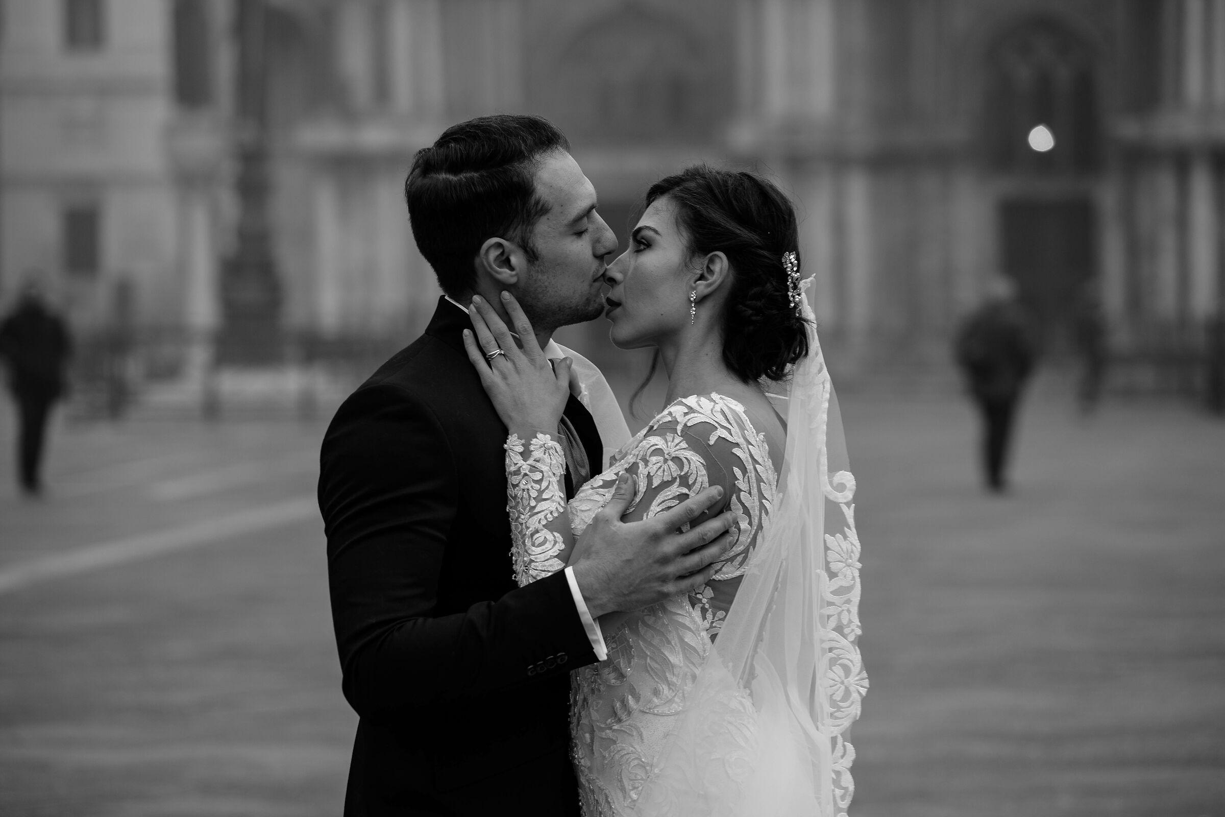Kissing in Venice...