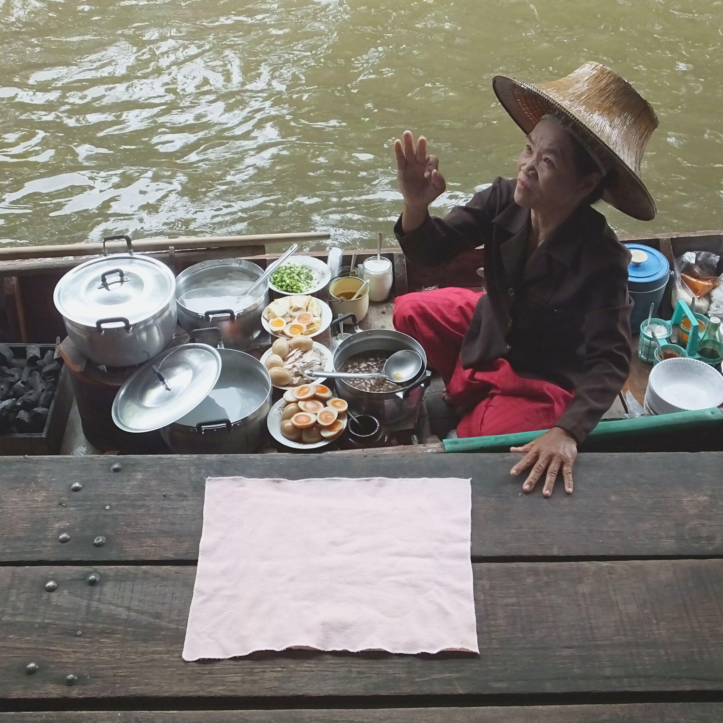 al mercato galleggiante di Bangkok...