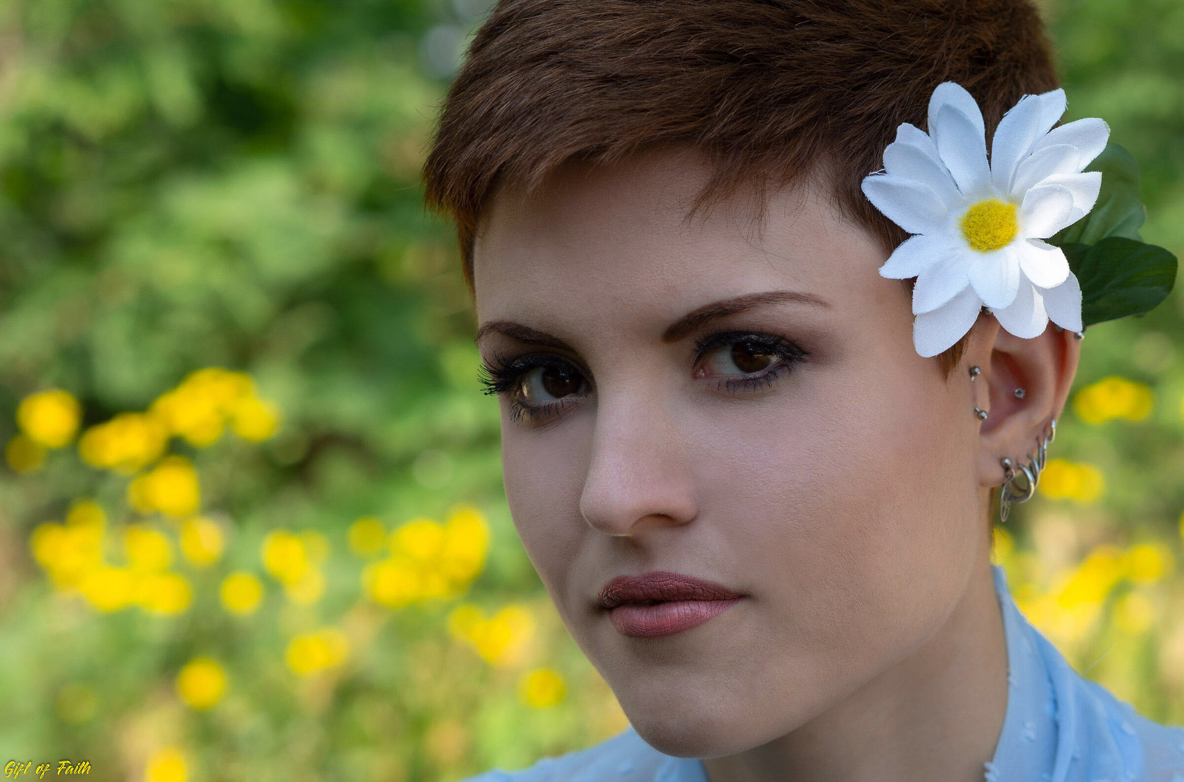 A Flower between flowers...