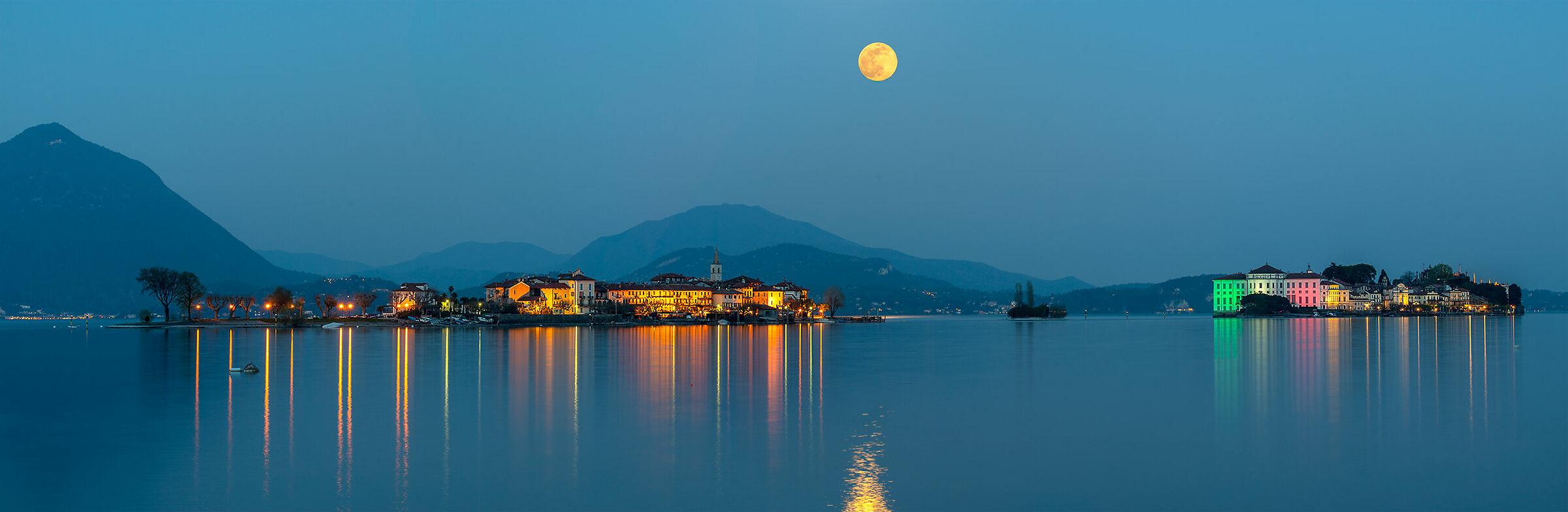 Full moon at Lake Maggiore...