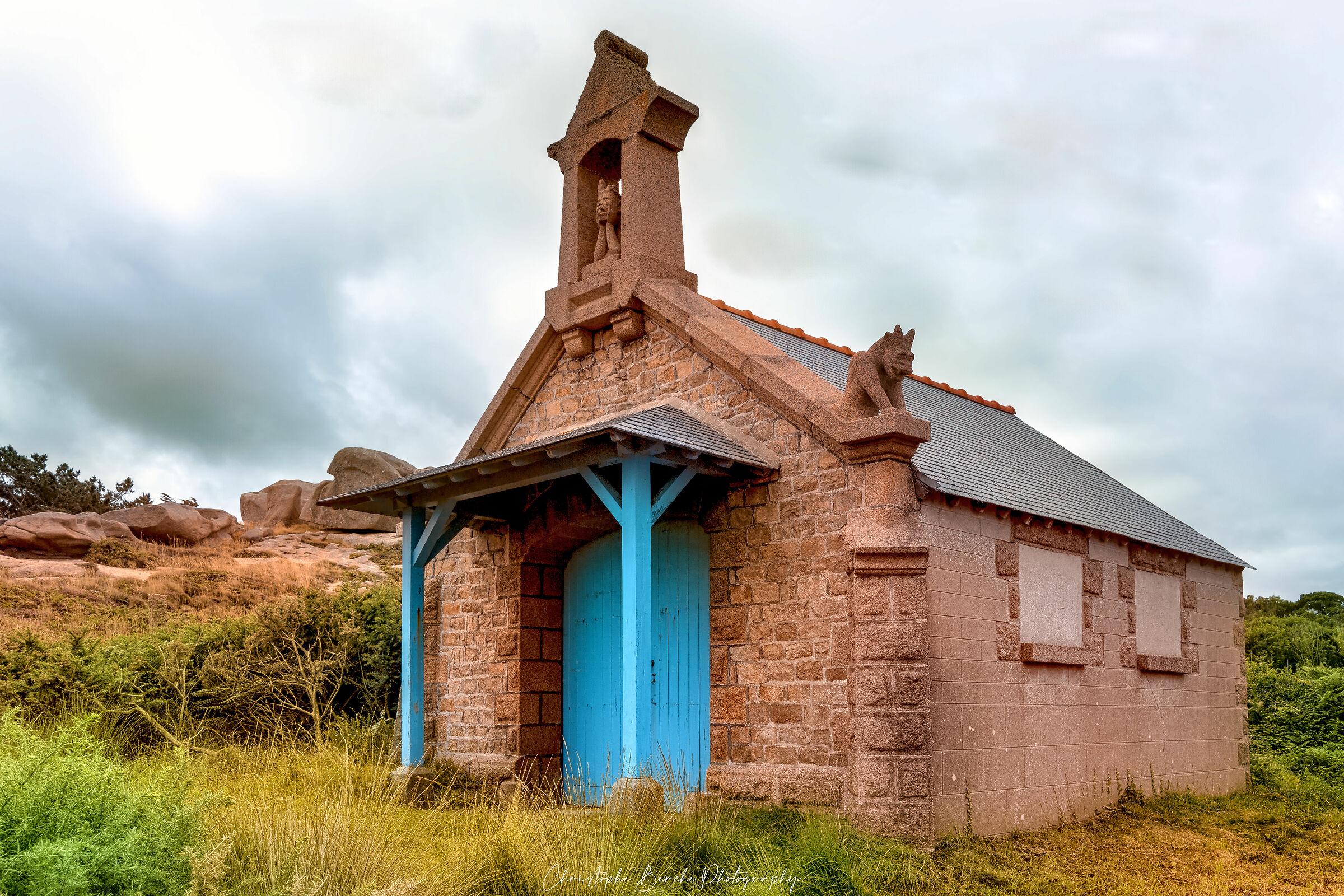 the devil's chapel ploumanach...